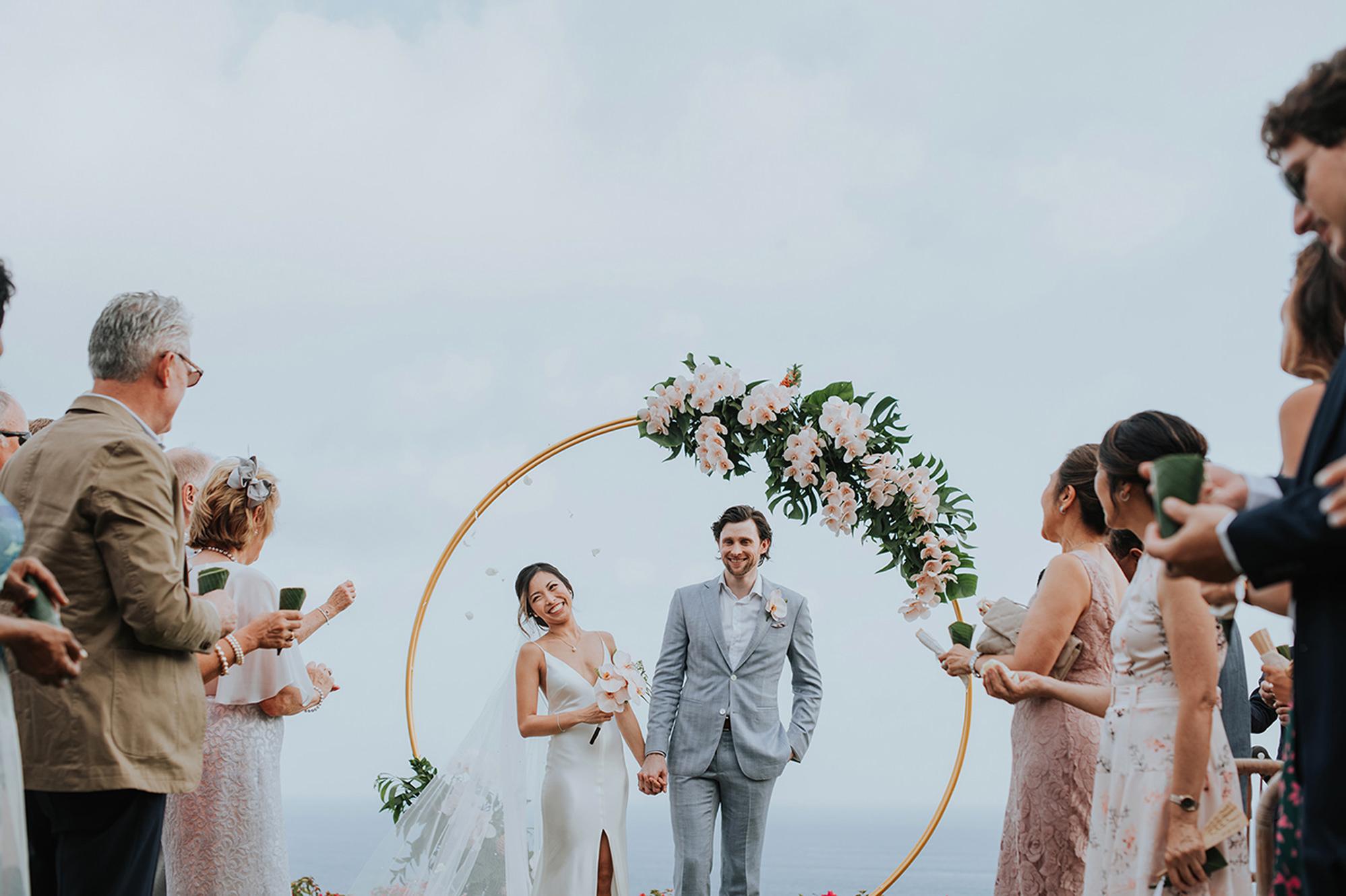 smiling-couple-under-circular-floral-arbor-mun-keat-studio