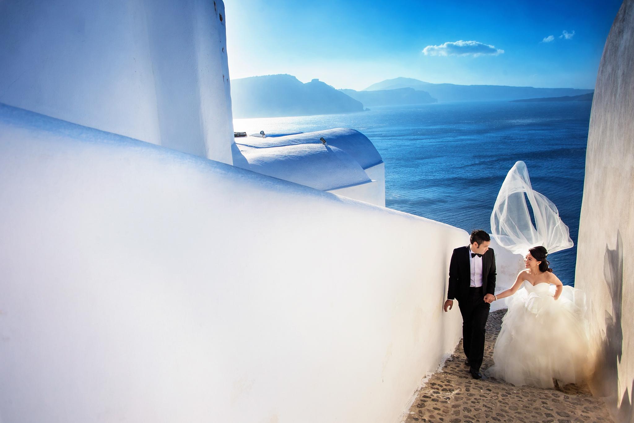 Couple-portrait-in-Santorini-greece-by-edwin-tan