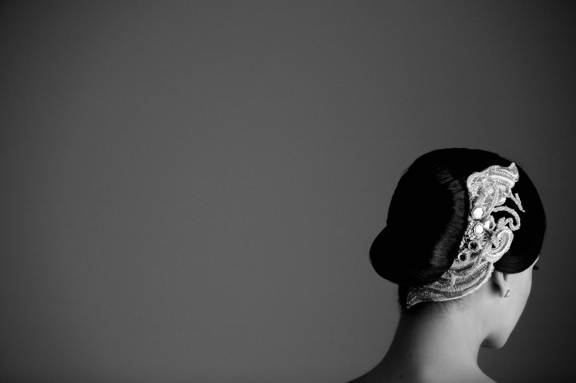 beaded-hair-accessory-with-jewls-in-chignon-best-wedding-photos-jerry-ghionis-top-las-vegas-photographer