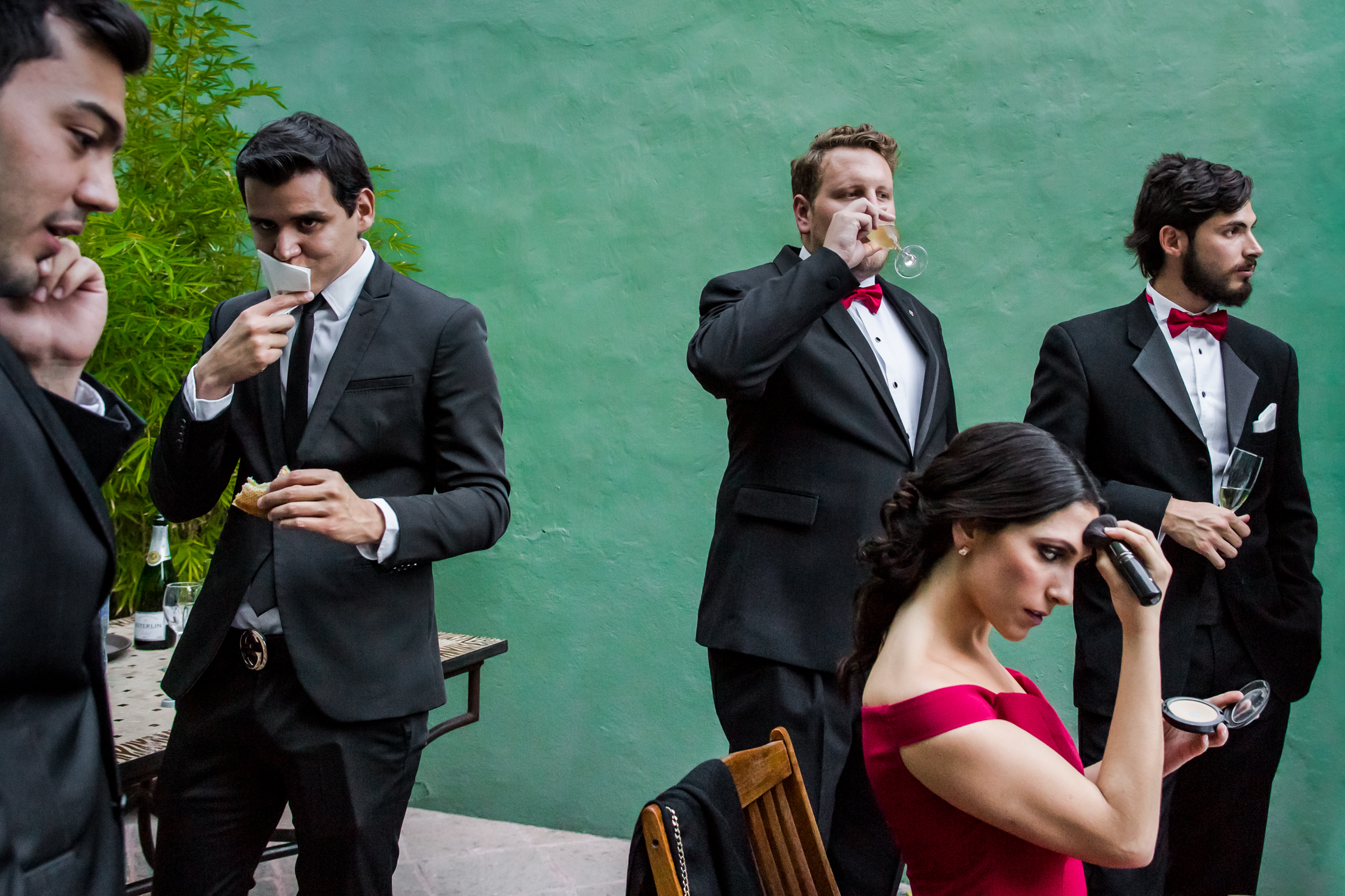 bridal-party-waits-by-the-pool-william-lambelet-photography