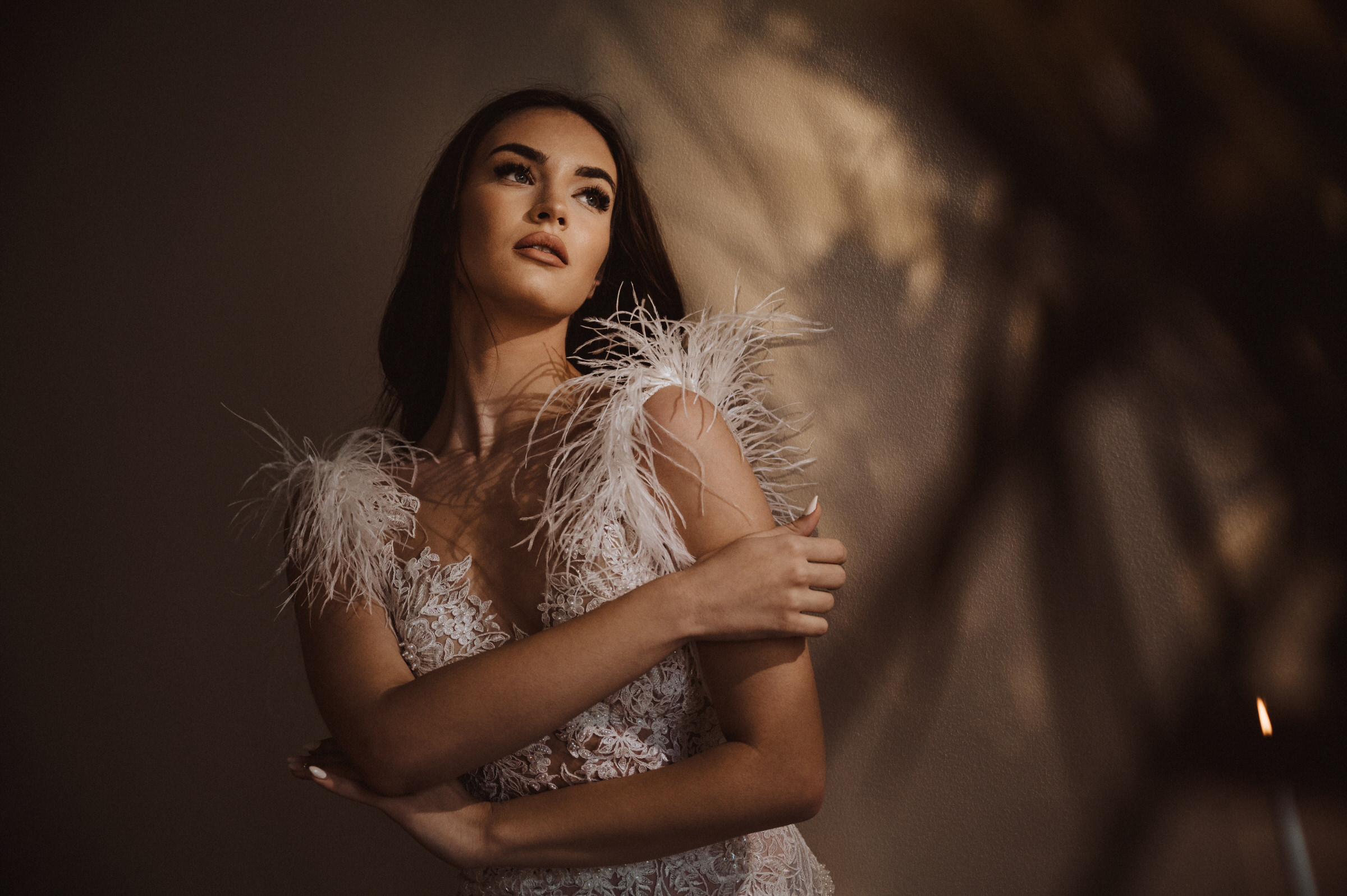 bride-in-feathered-gown-deliysky-studio