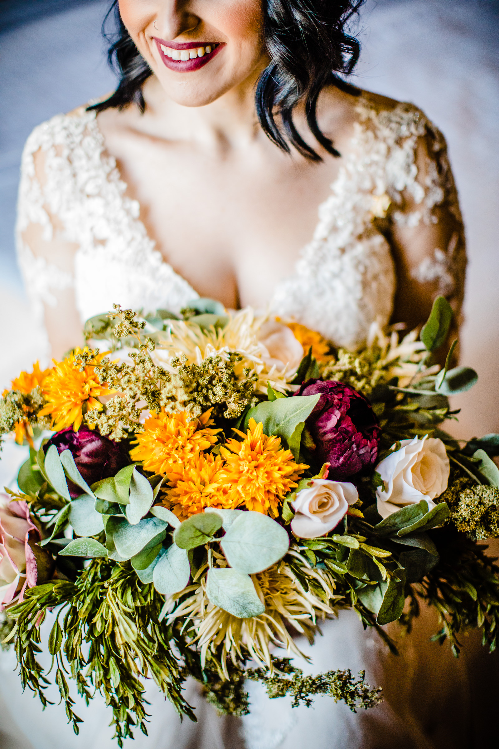 bride-with-fall-bouquet-photo-by-daniel-nydick-photography