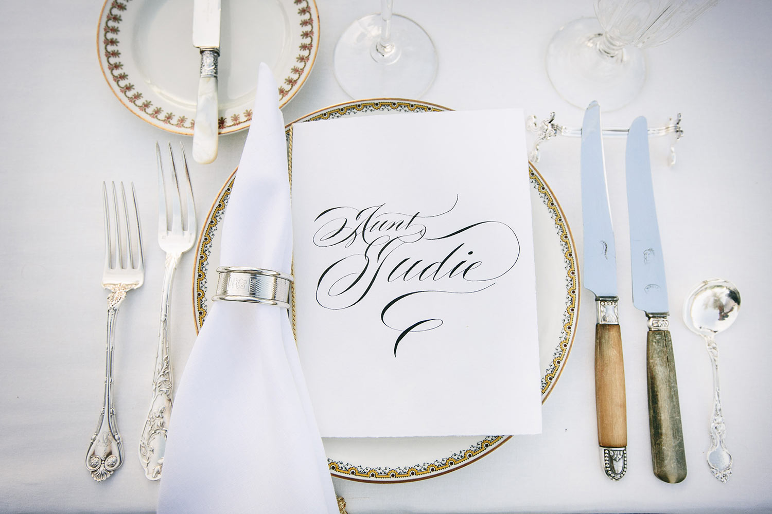 classic-table-setting-with-calligraphy-name-card-gold-edged-plates-worlds-best-wedding-photos-callaway-gable-los-angeles-wedding-photographers