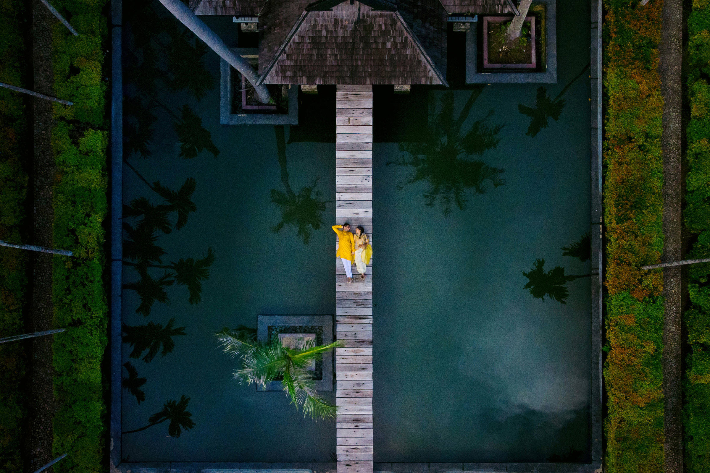 couple-luxuriating-in-tropics-shutterink-photography