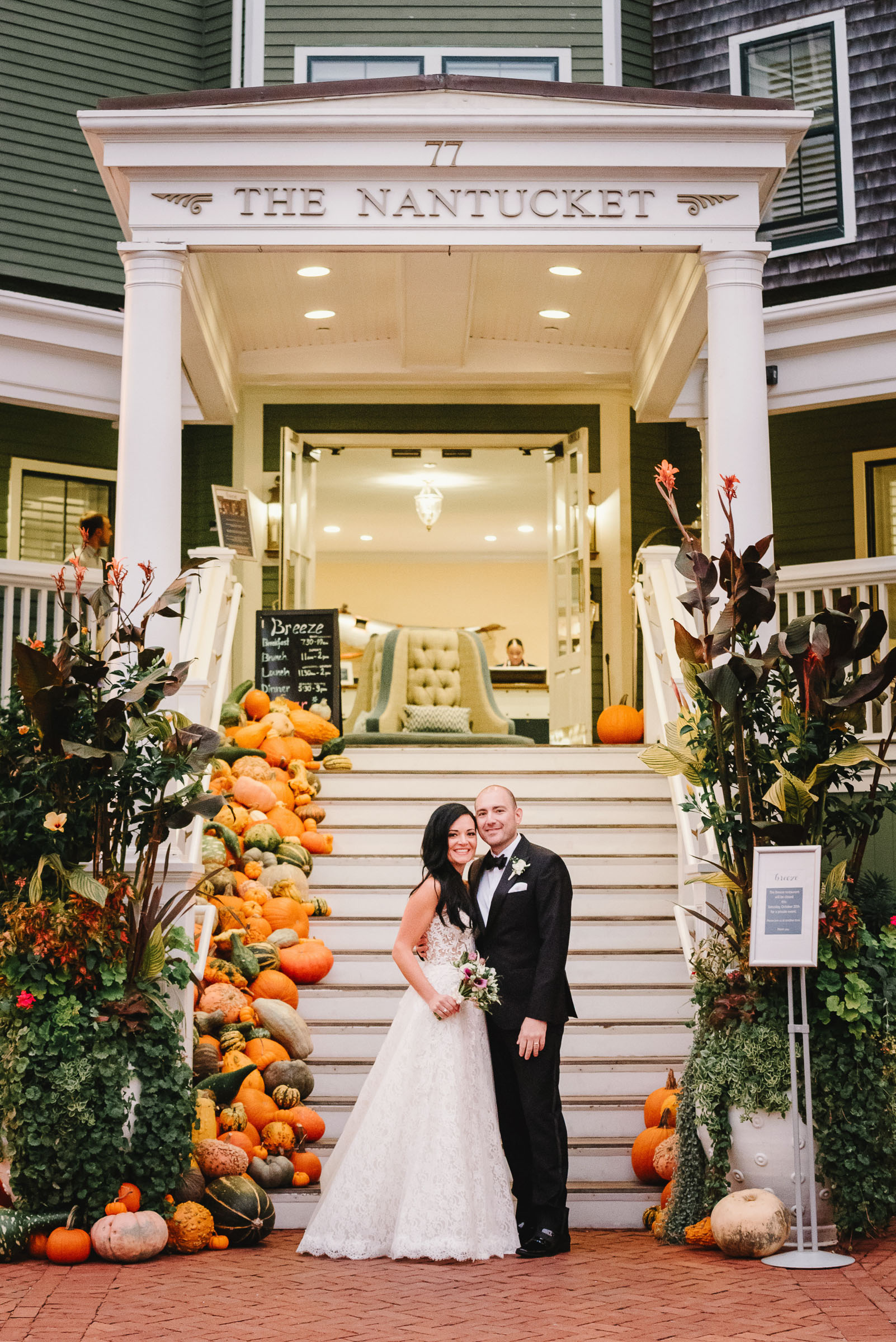 couple-pose-at-the-nantucket-with-autumn-harvest-decor-zofia-co-photography