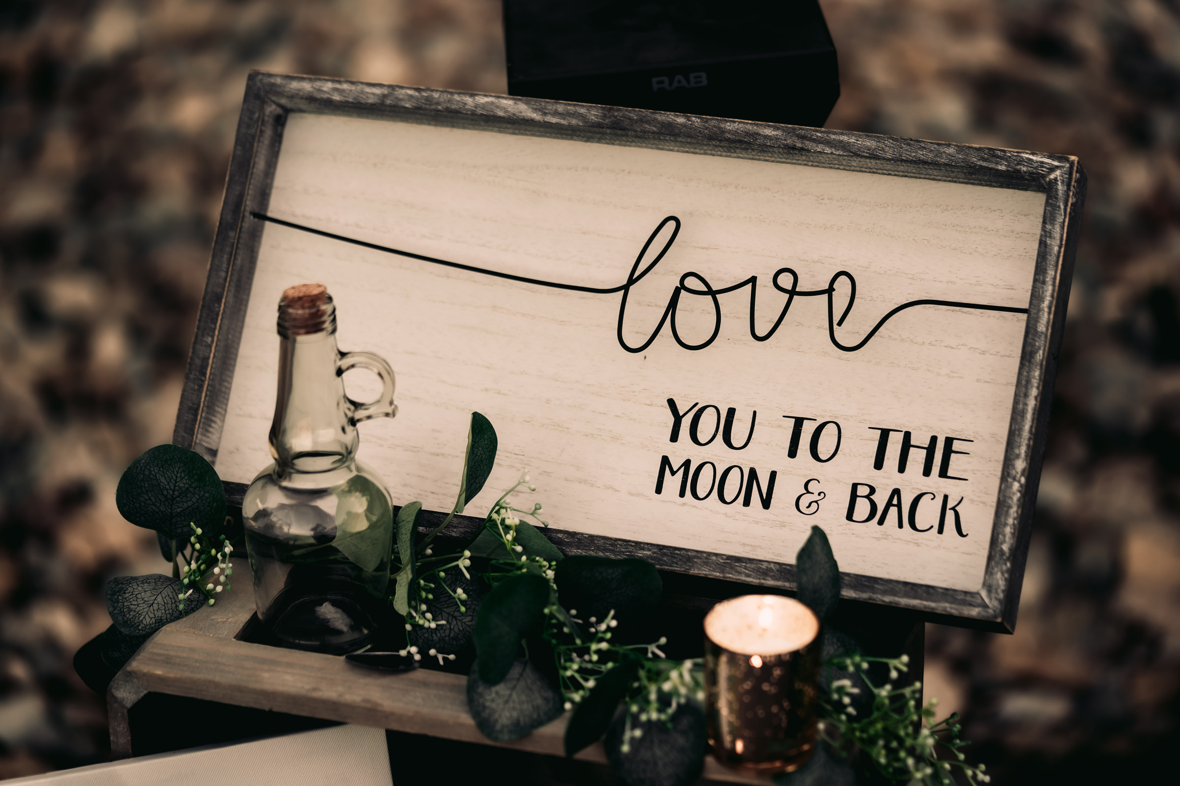 display-with-sign-love-you-to-the-moon-and-back-mike-zawadzki-photography