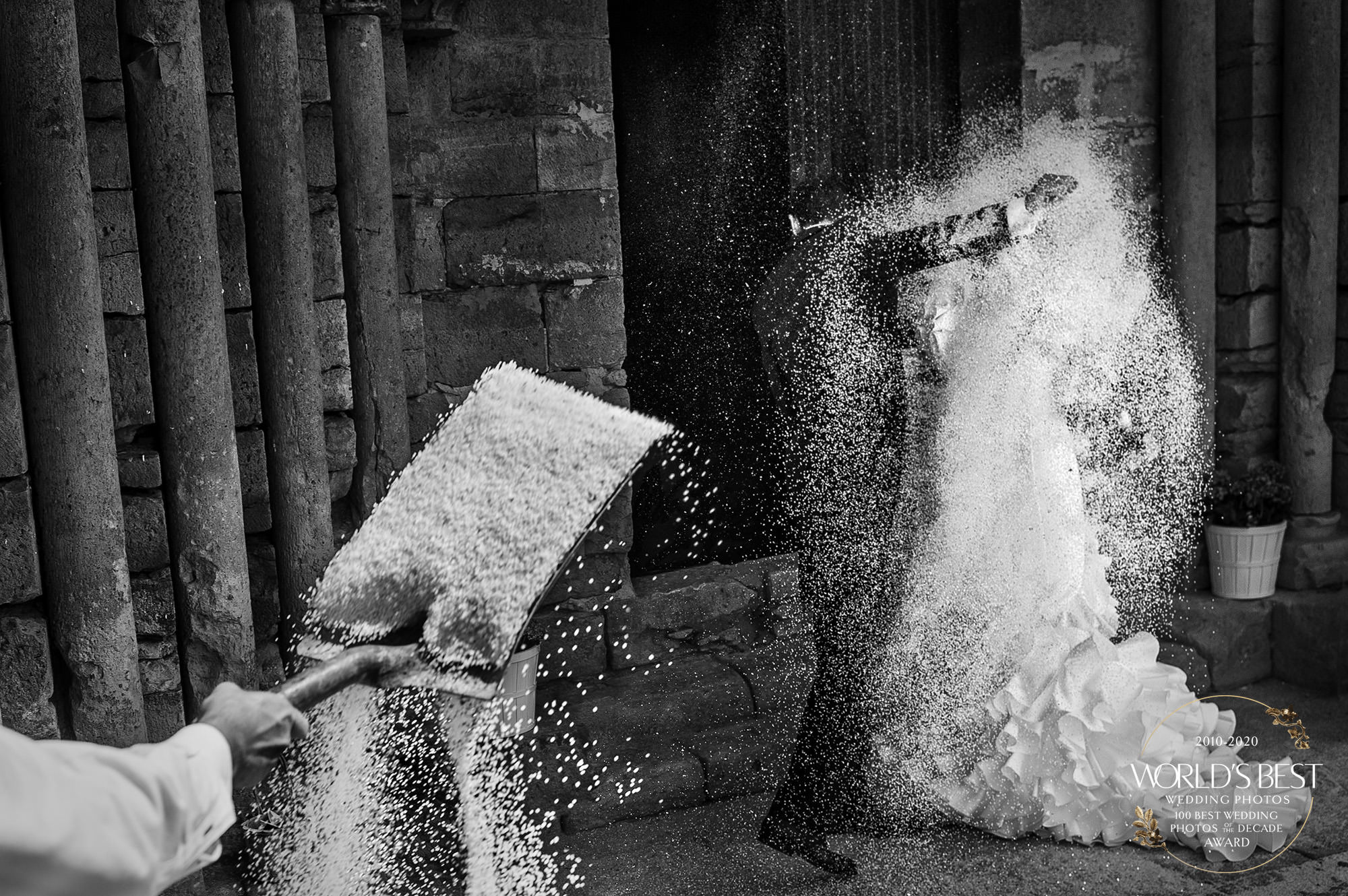 Award-winning photo of couple under rice by Victor Lax - Spain