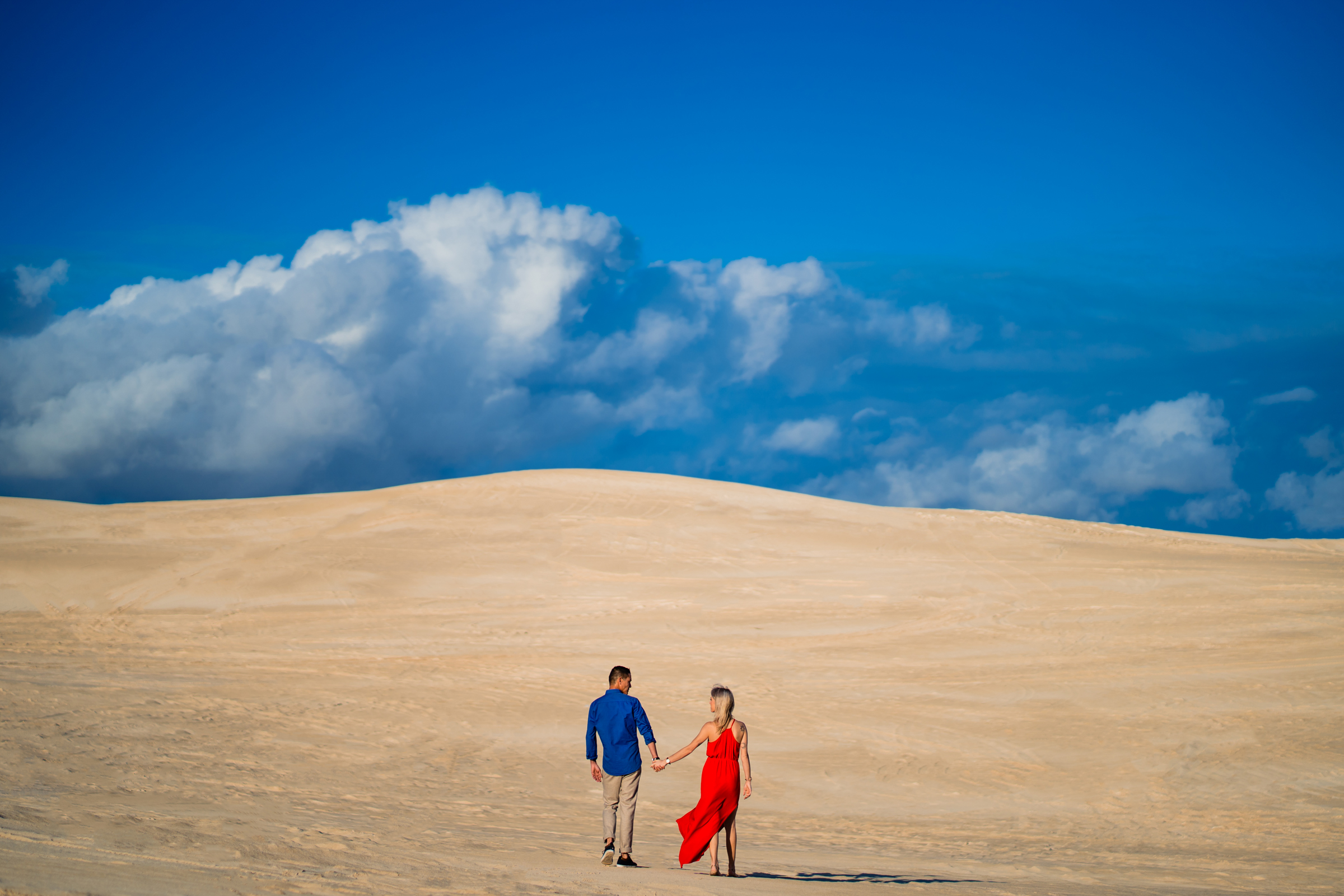 elopement-couple-in-epic-dune-and-blue-sky-setting-jacob-gordon-photography
