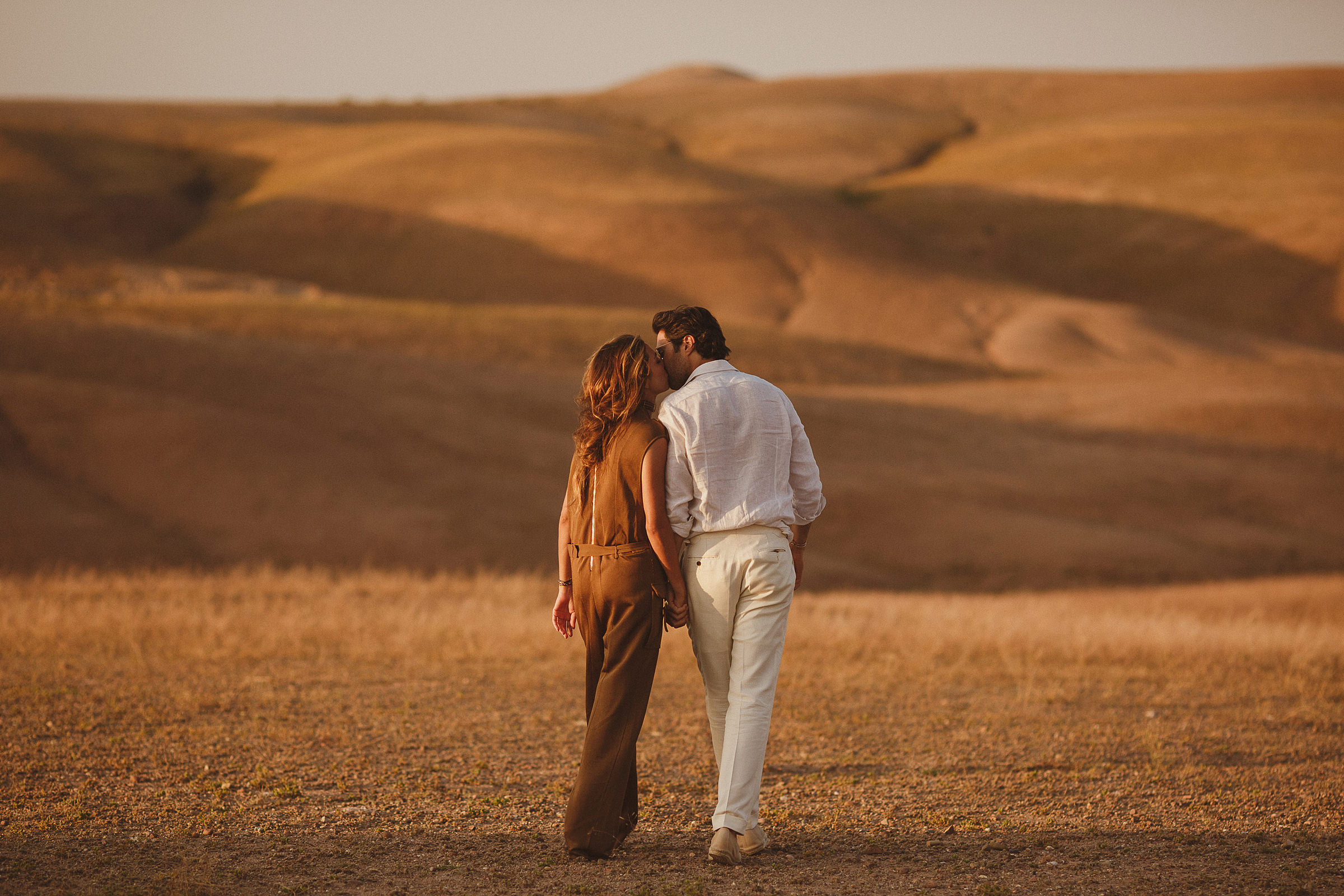 engagement-couple-in-dry-landscape-ed-peers-photography