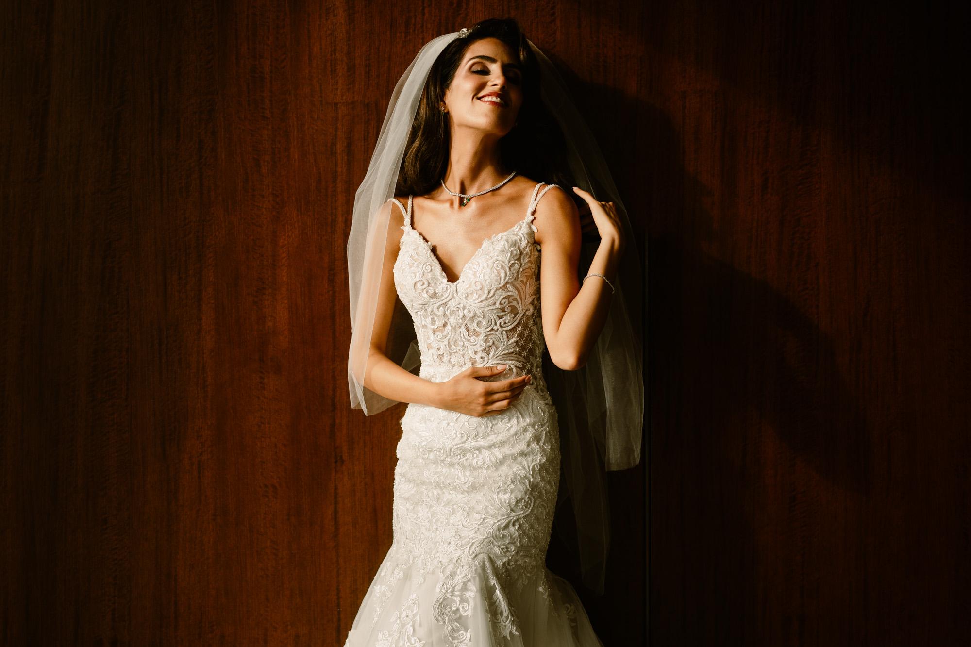 bride-portrait-against-wood-wall-miki-studios