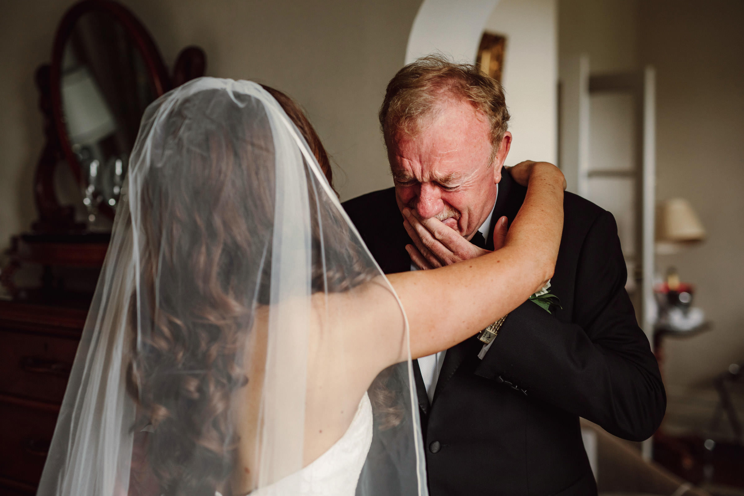 father-emotional-at-first-look-at-bride-lima-conlon-photography