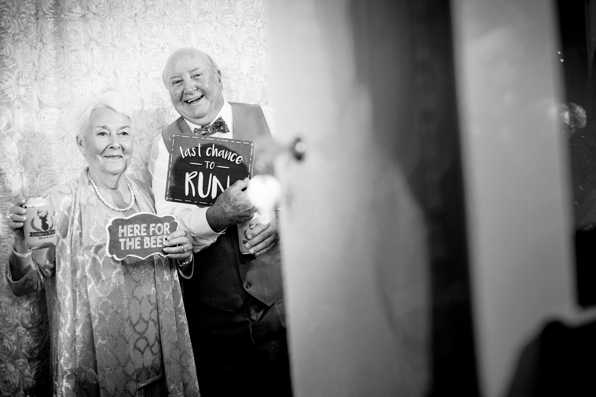 grandparents-pose-with-funny-signs-timmester-photography