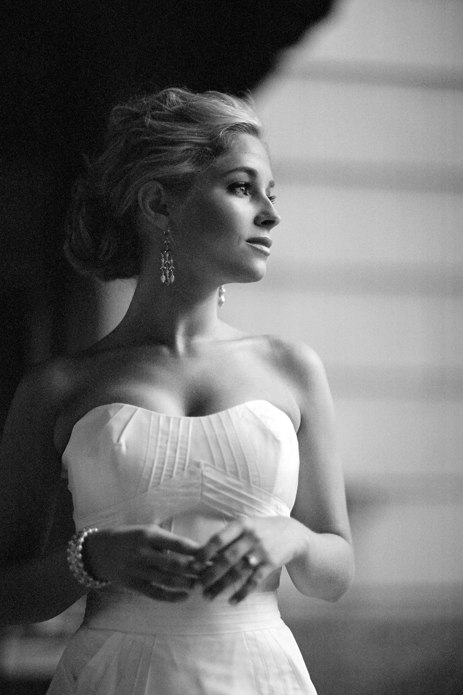glamorous-bride-in-strapless-gown-bradley-hanson-photography