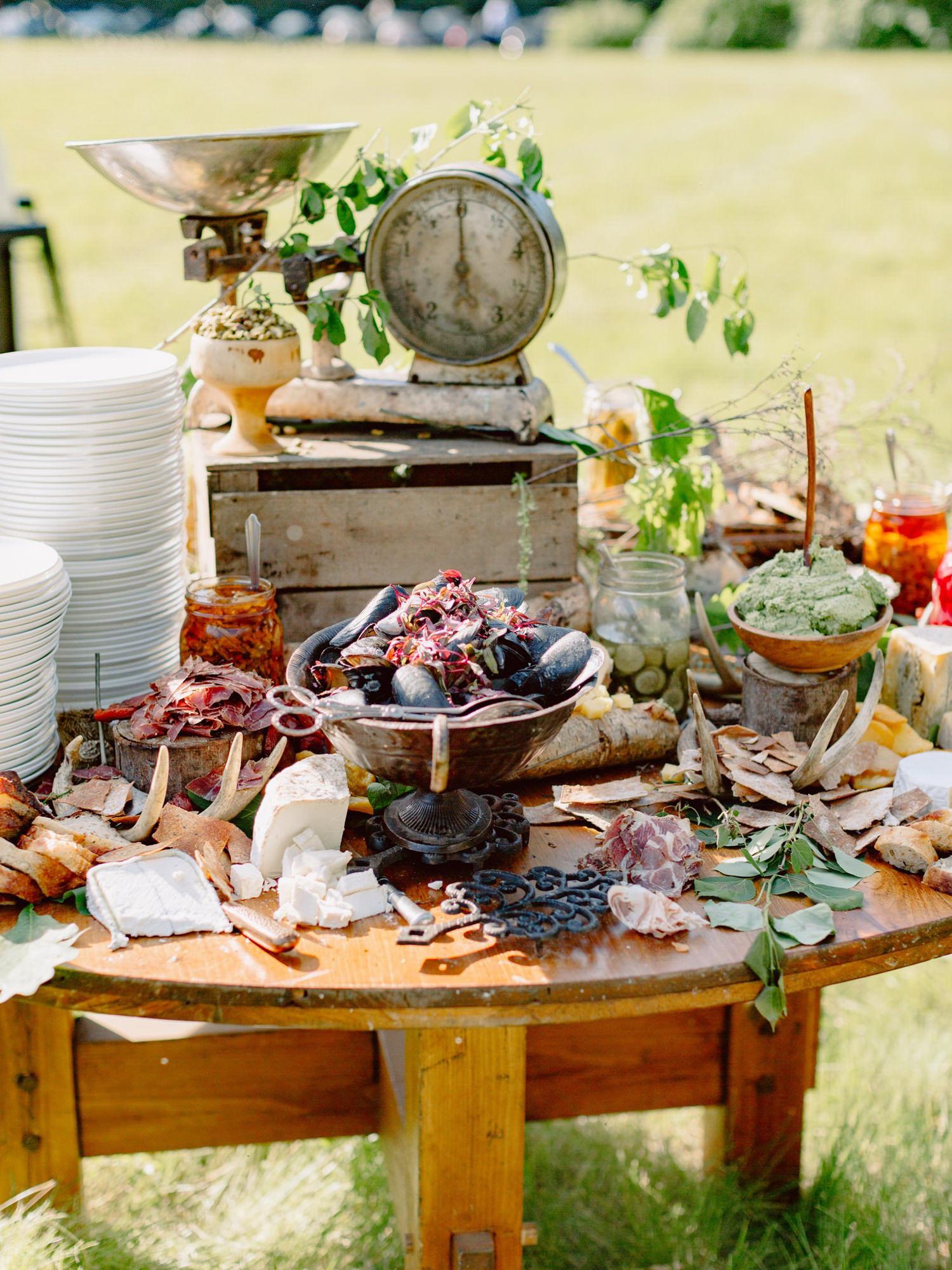 vintage-wedding-reception-appetizers-proscuitto-mussels-best-wedding-photos-benj-haisch-seattle-photographers