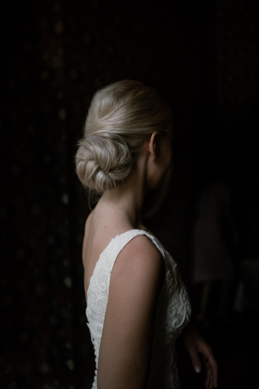 blonde-bride-with-chignon-hairstyle-naomi-van-der-kraan-netherlands