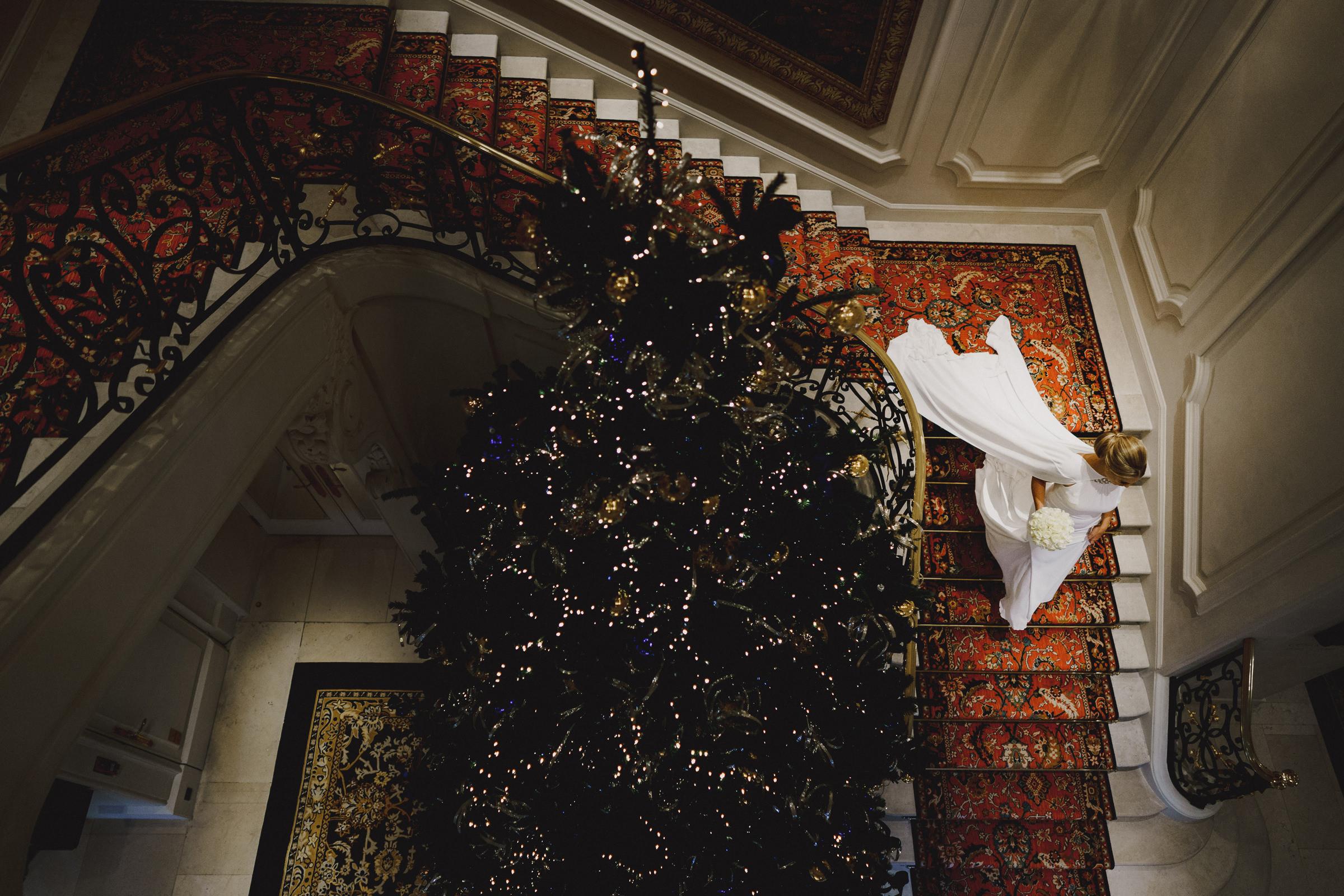 bride-descending-staircase-miki-studios