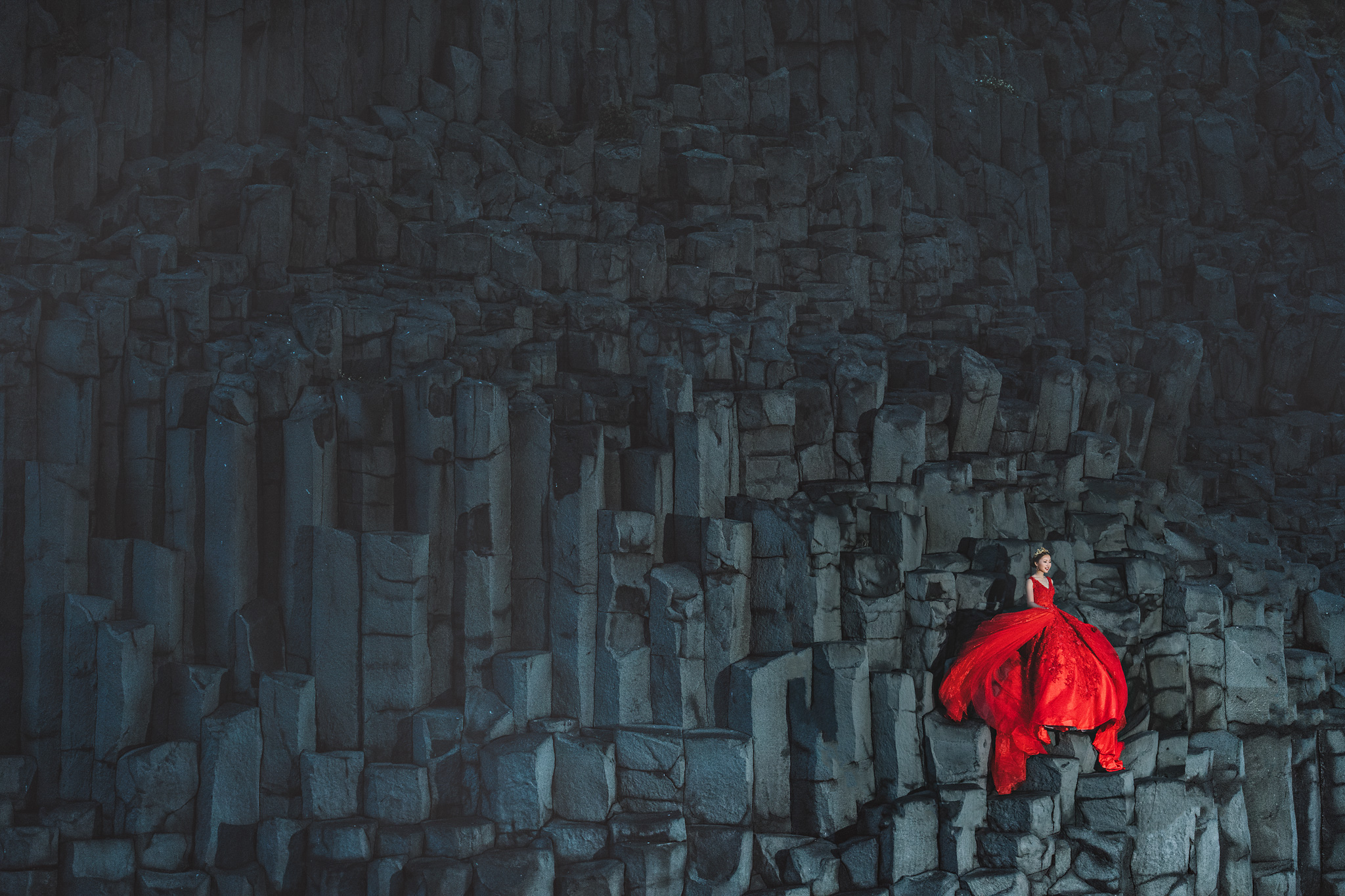 bride-in-red-gown-on-basalt-cliffs-in-Iceland-photo-by-edwin-tan-photography