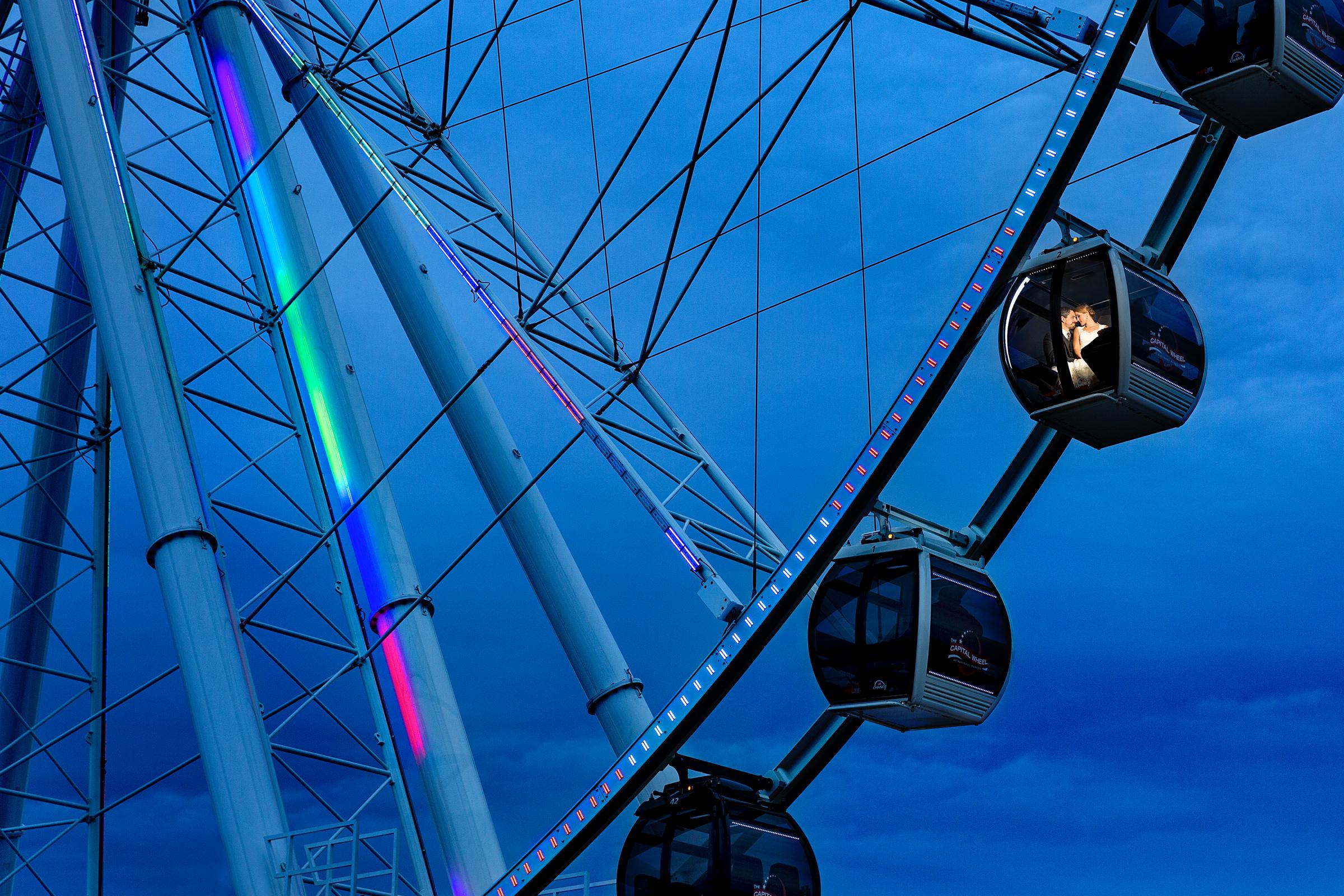 couple-kiss-in-ferris-wheel-against-blue-sky-procopio-photography