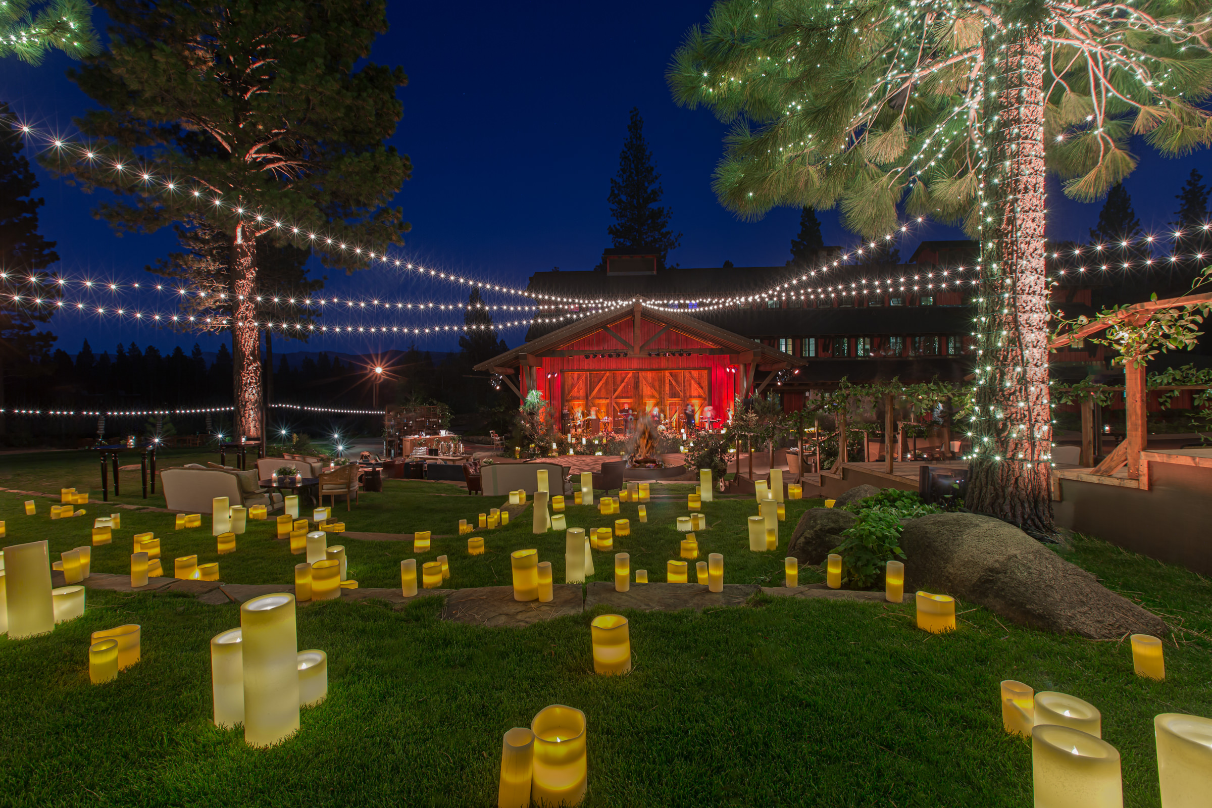 outdoor-candle-lit-reception-decor-amy-and-stuart-photography-los-angeles