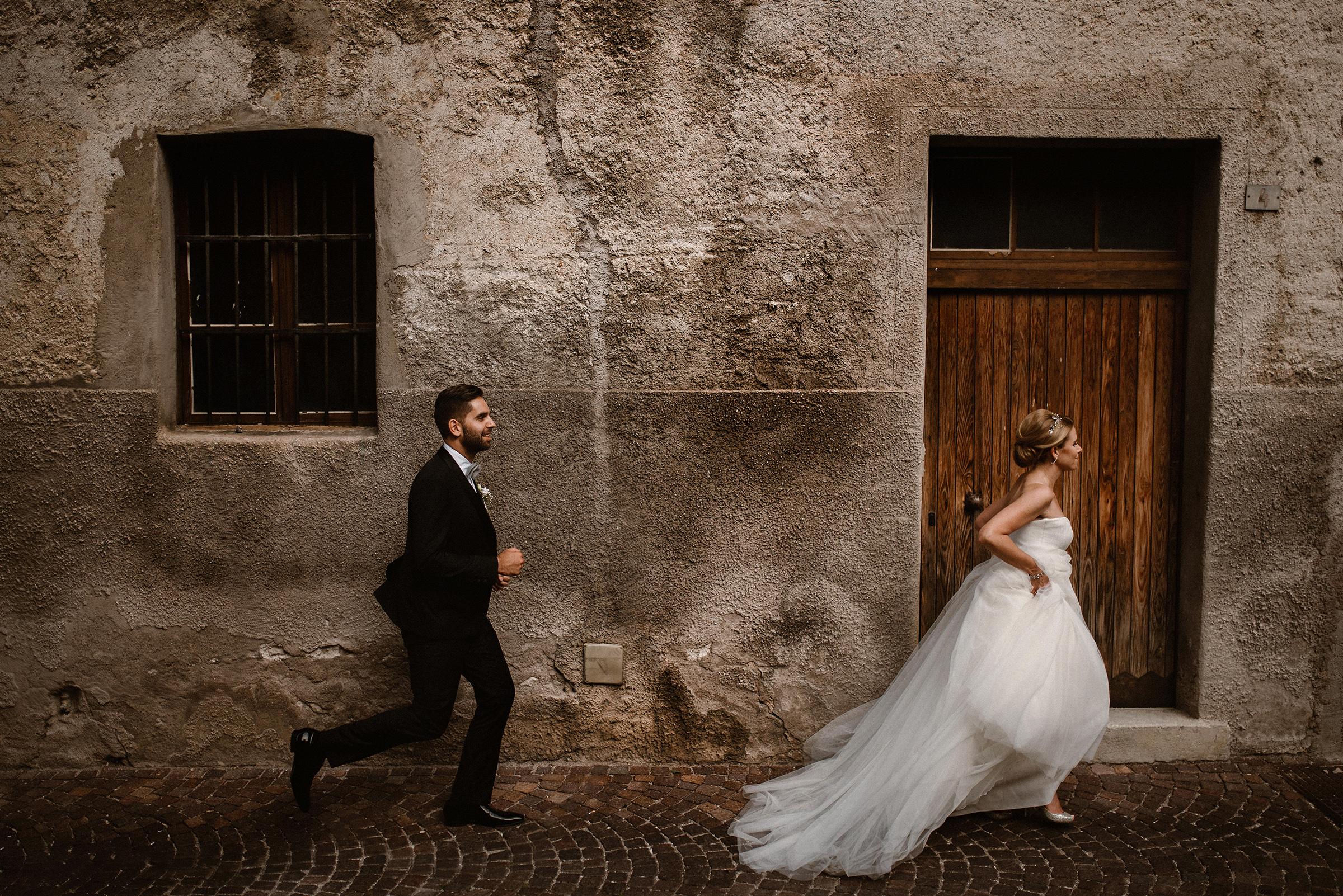 groom-chasing-after-bride-virginia-evan