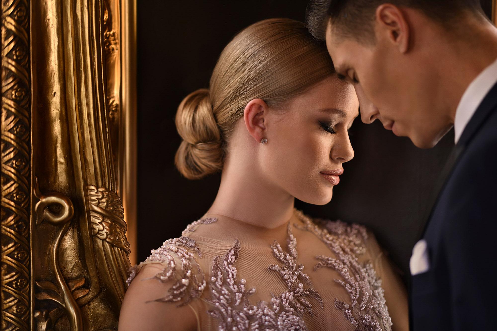 lassic-couple-bride-with-blonde-chignon-worlds-best-wedding-photos-jerry-ghionis-top-las-vegas-photographer