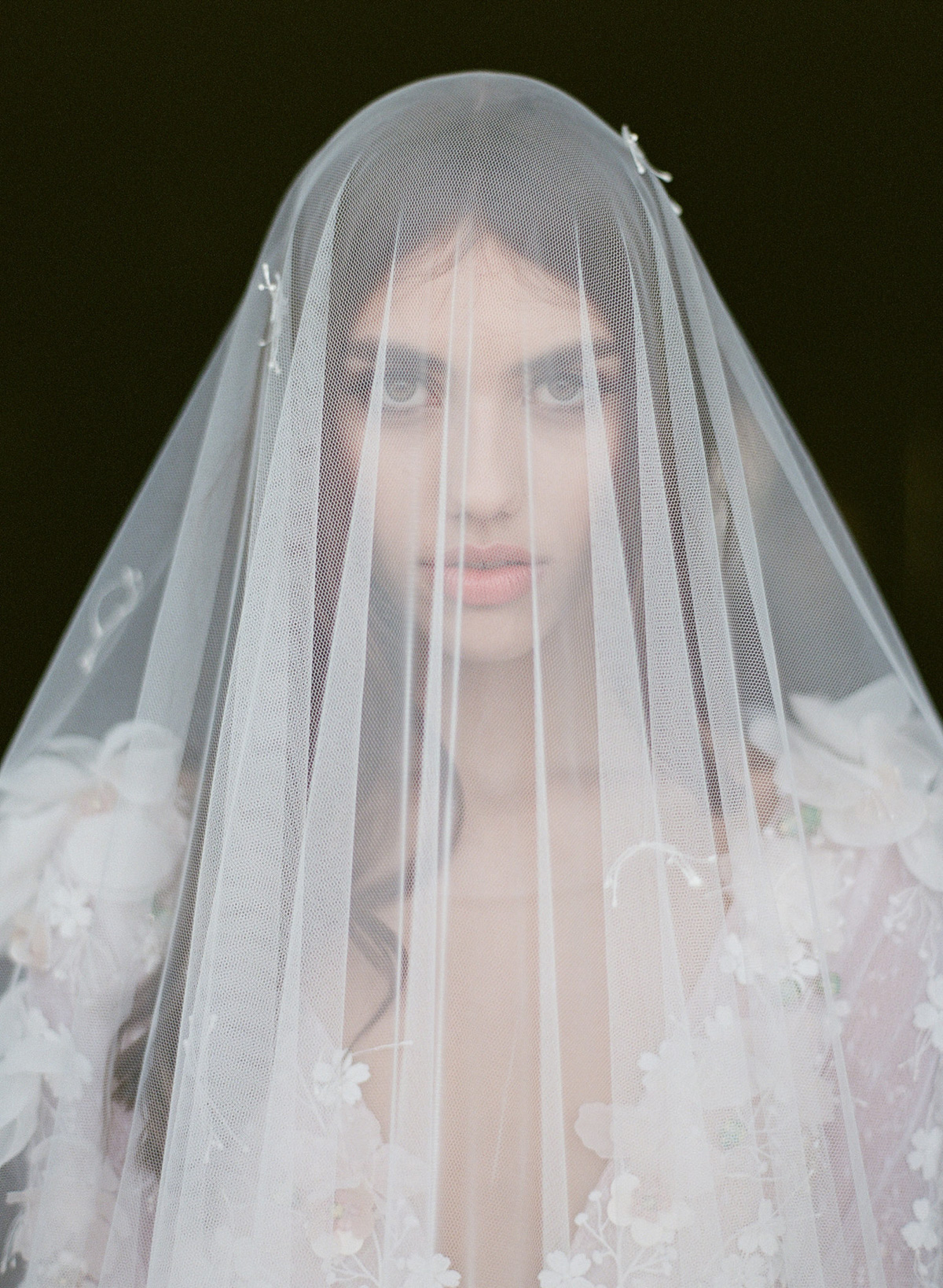 Classic portrait of bride wearing Mantilla veil by Gianluca Adovastio - Italy