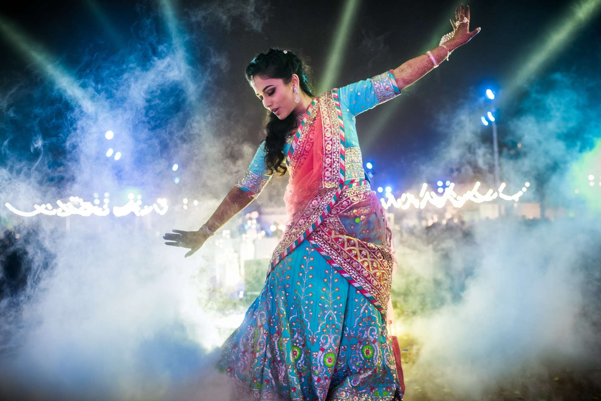 indian-dancer-in-pink-aqua-sari-with-spotlight-behind-worlds-best-wedding-photos-sephi-bergerson-bengaluru-wedding-photographers