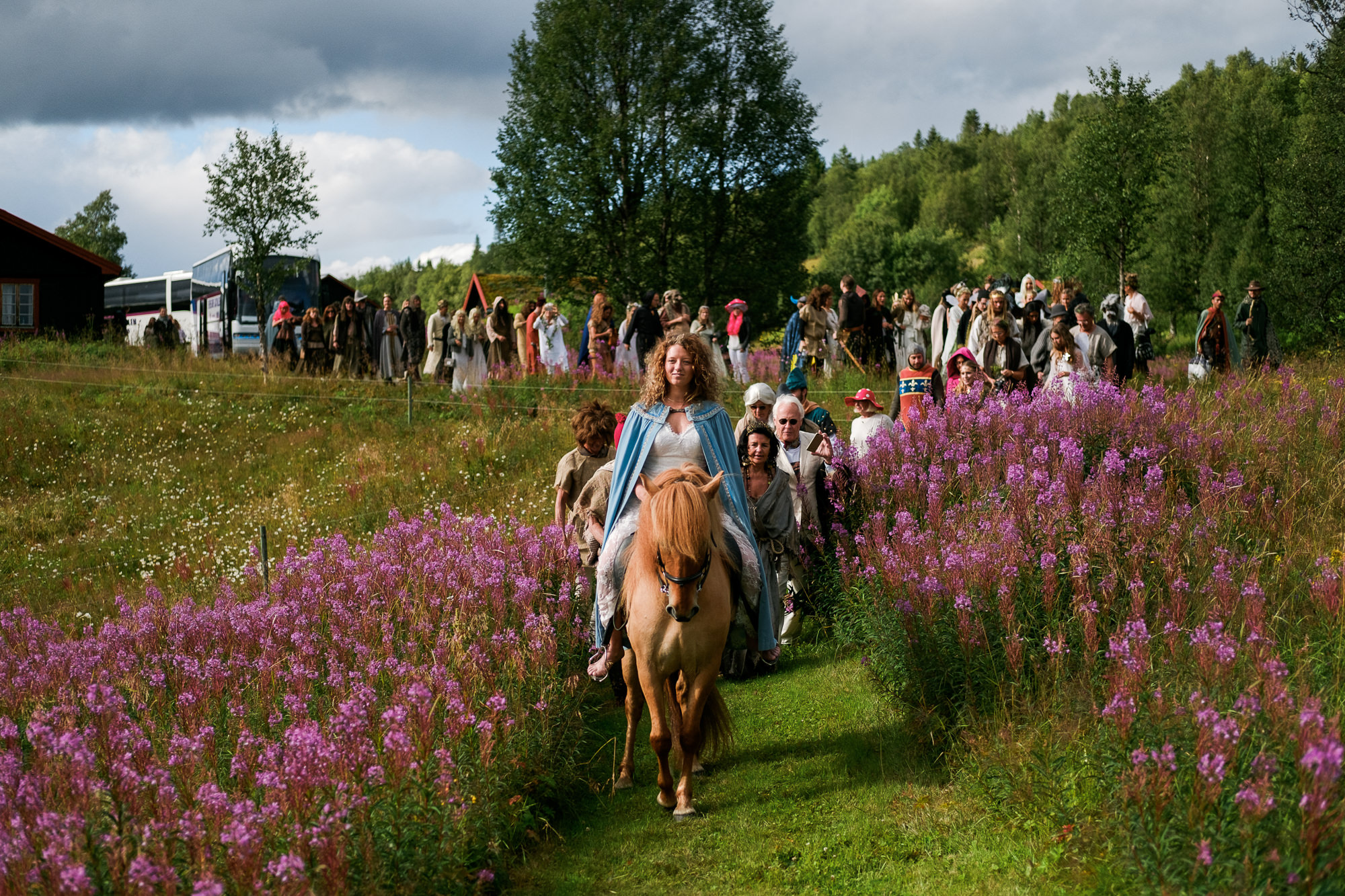 viking-inspired-wedding-bride-arrives-on-horseback-worlds-best-wedding-photos-nordica-sweden-wedding-photographers
