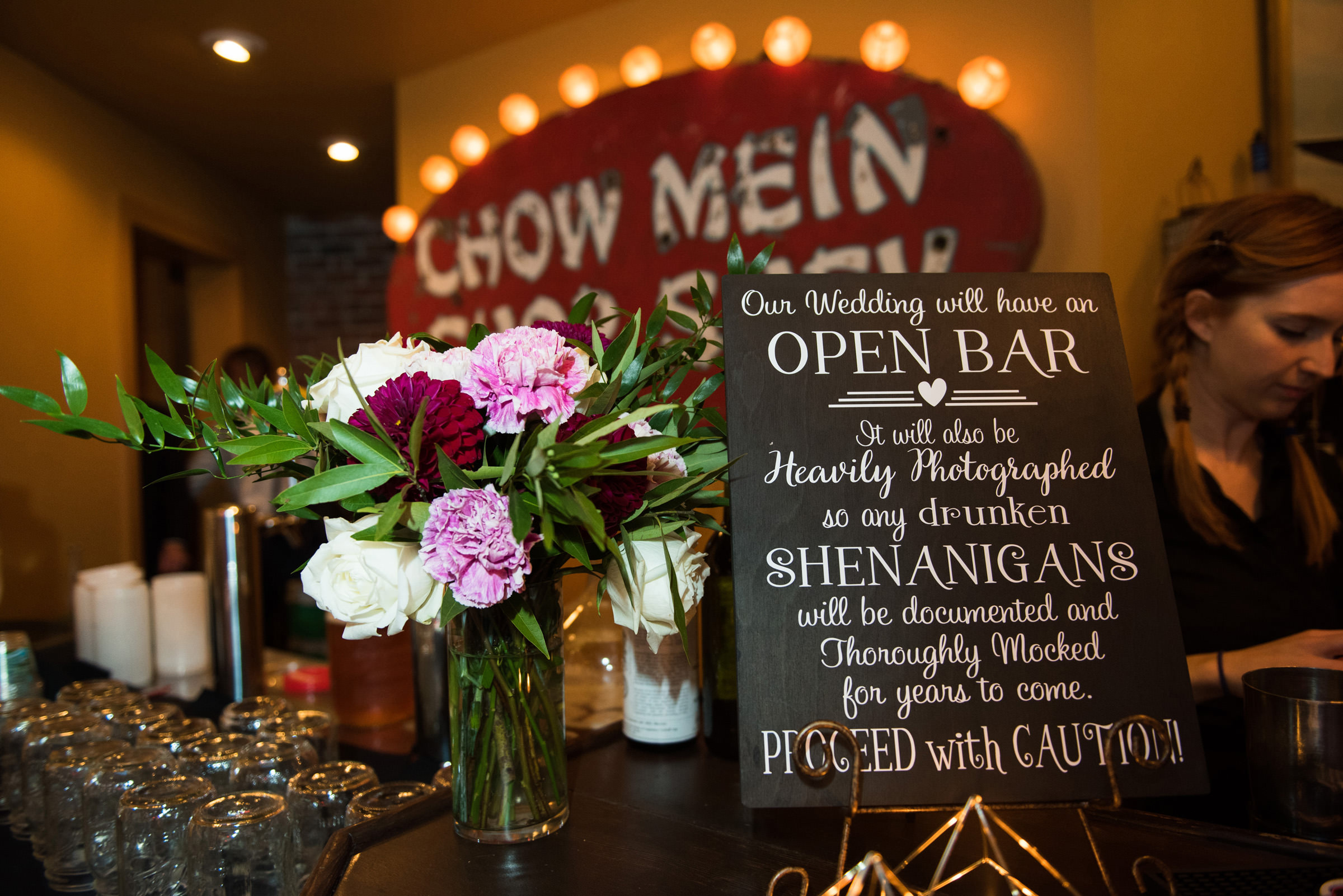 bar-at-restaurant-with-flowers-and-lighted-chow-mein-sign-barbie-hull-photography