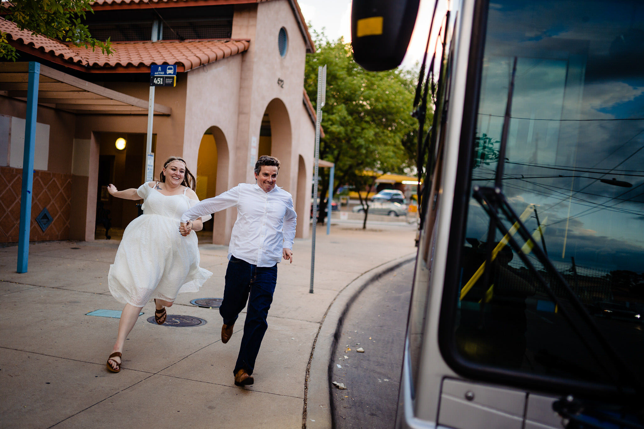 couple-running-for-the-bus-john-winters-photography