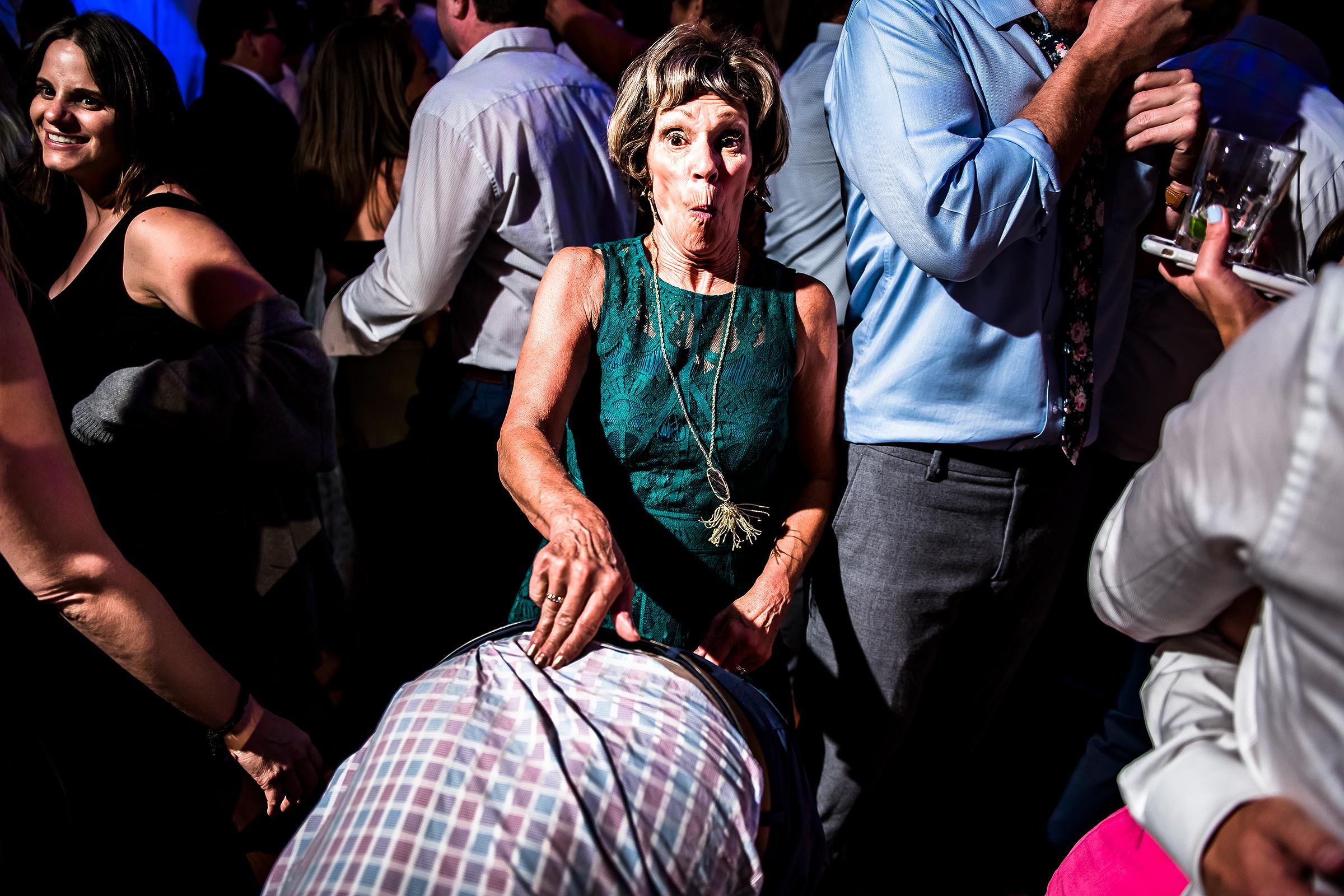 guest-reacts-to-husband-dance-move-photo-by-j-la-plante-photo