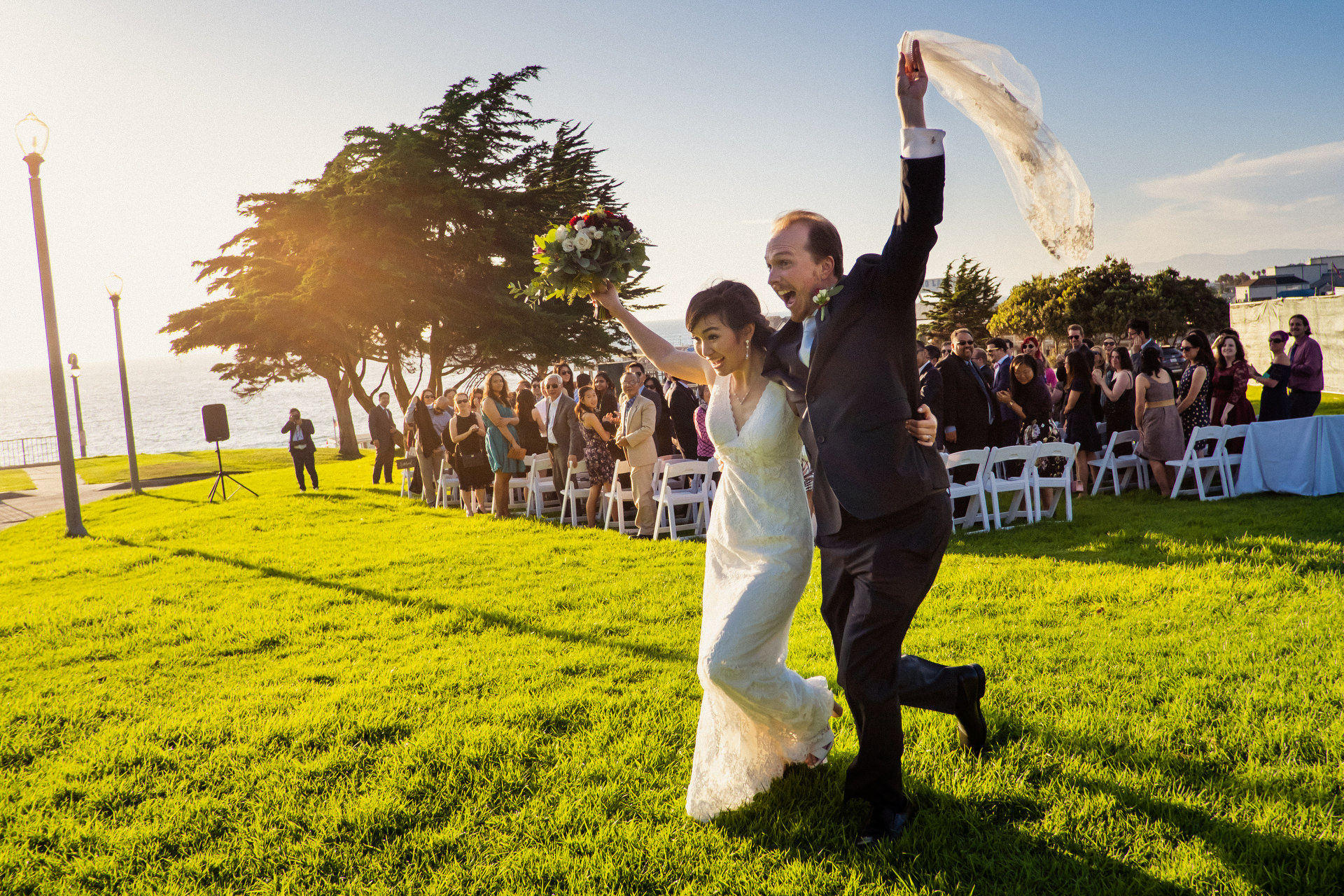 just-married-couple-wave-bouquet-tallit-annie-bang-los-angeles