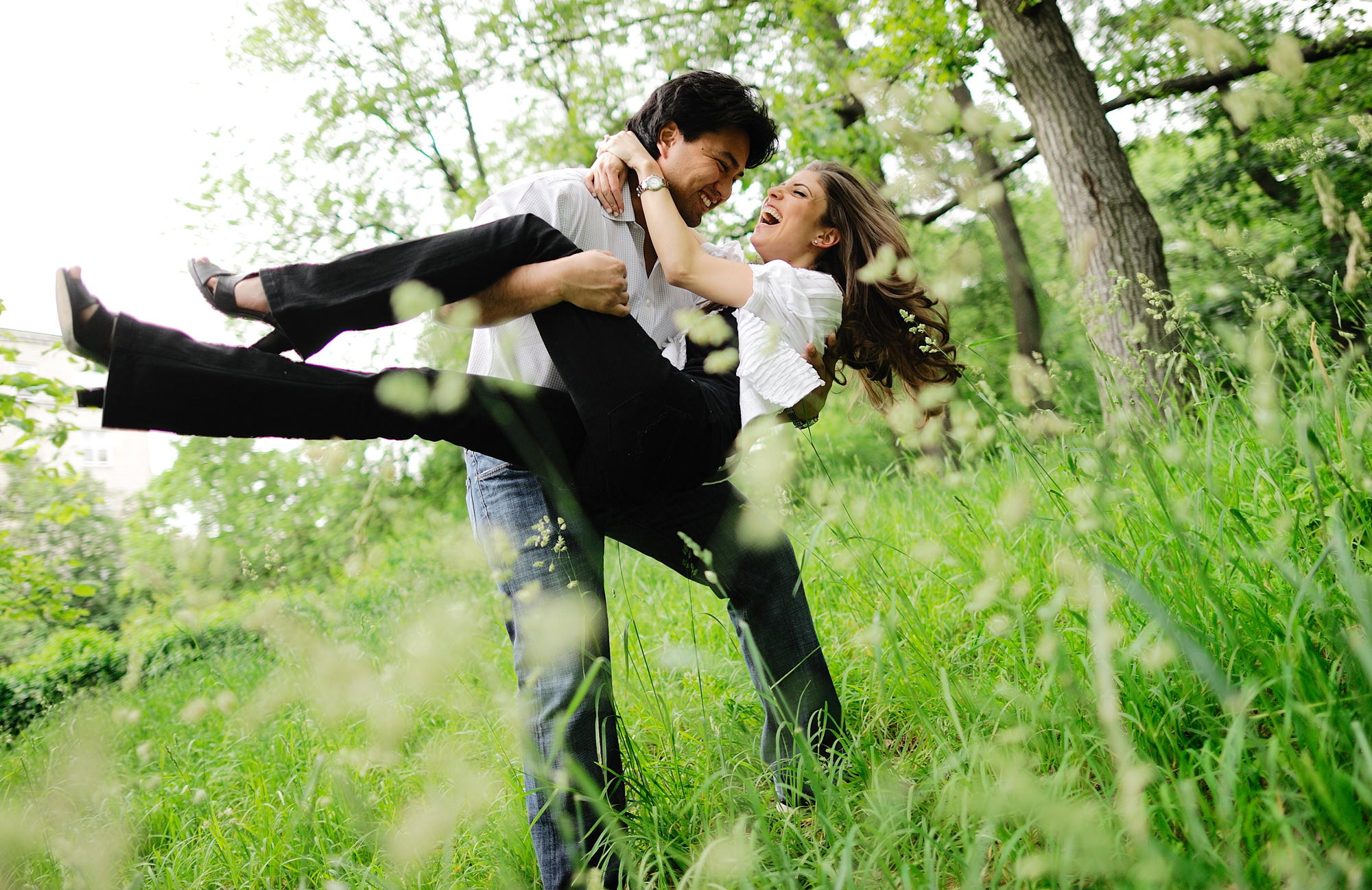 couple-engagement-portrait-groom-carrying-bride-in-field-worlds-best-wedding-photos-the-brenizers-new-york-wedding-photographers