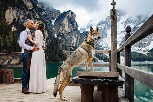Wedding photo with dressed up dog, photo by Marta Gallizio