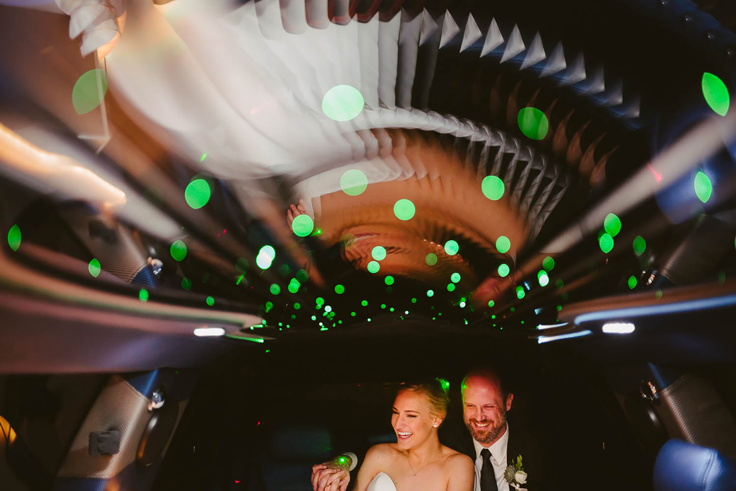 bride-and-groom-in-limousine-first-united-church-wedding-houston-texas-by-philip-thomas-photography
