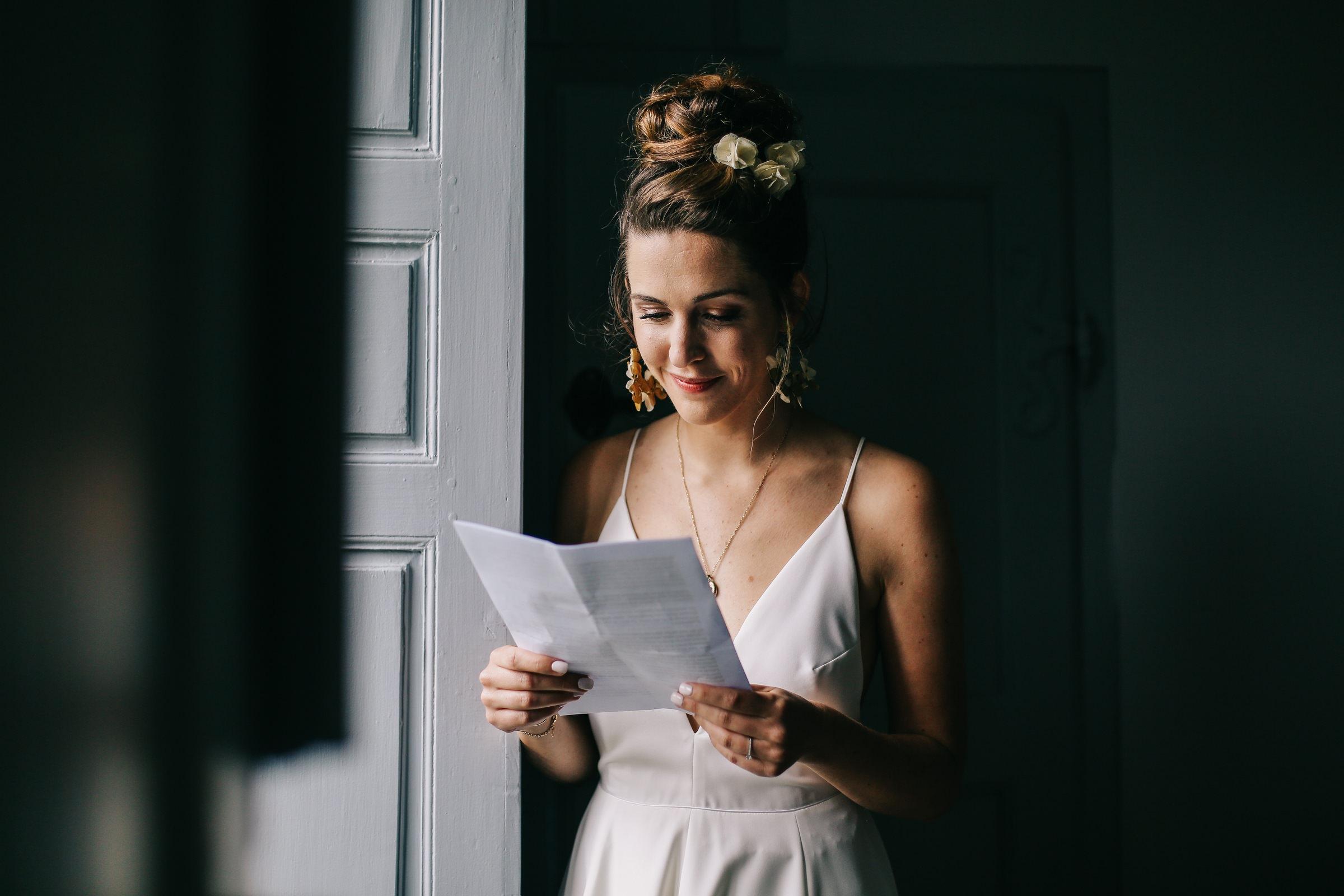 bride-reading-letter-in-window-light-amandine-ropars