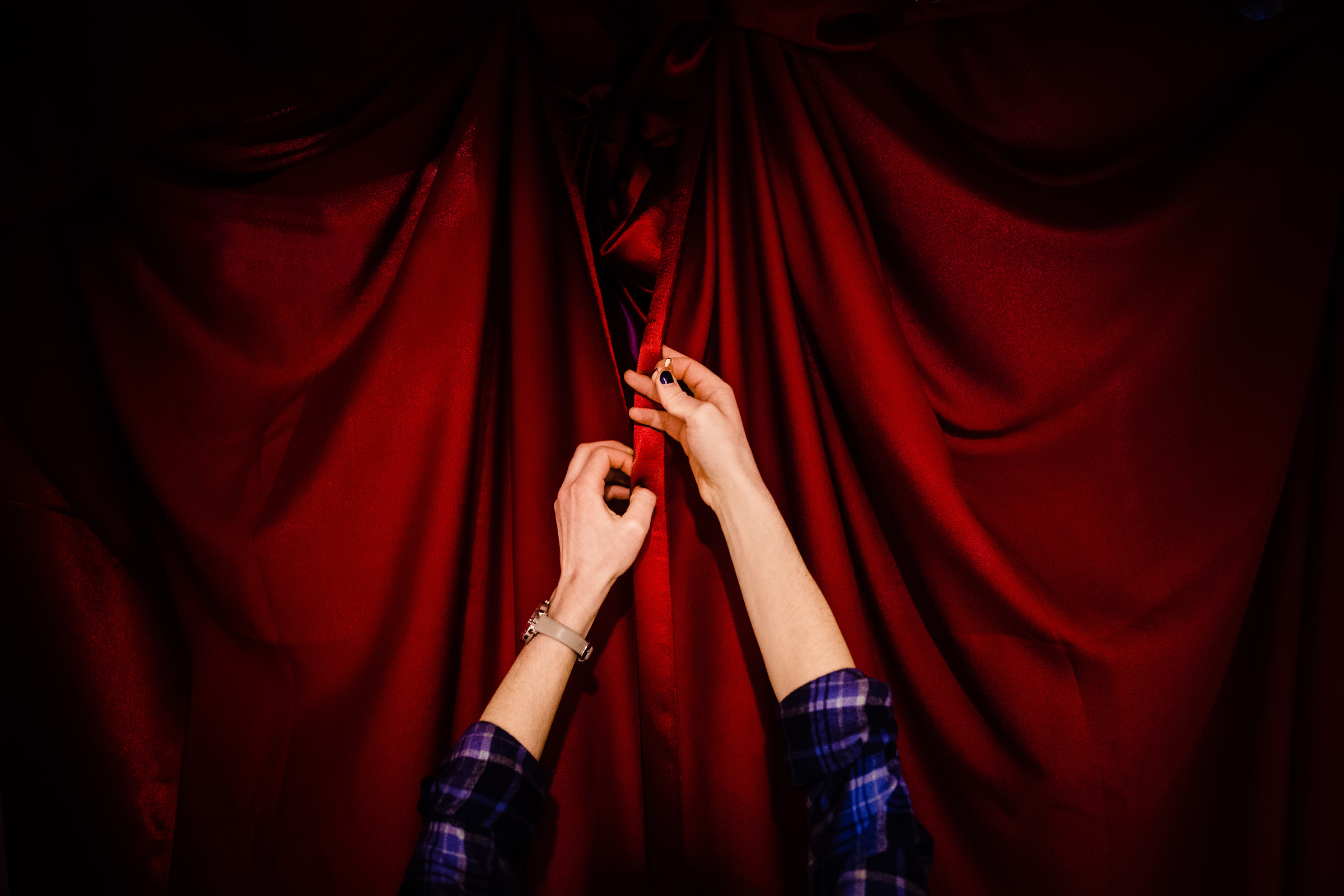 hands-on-red-theater-curtain-vinson-images