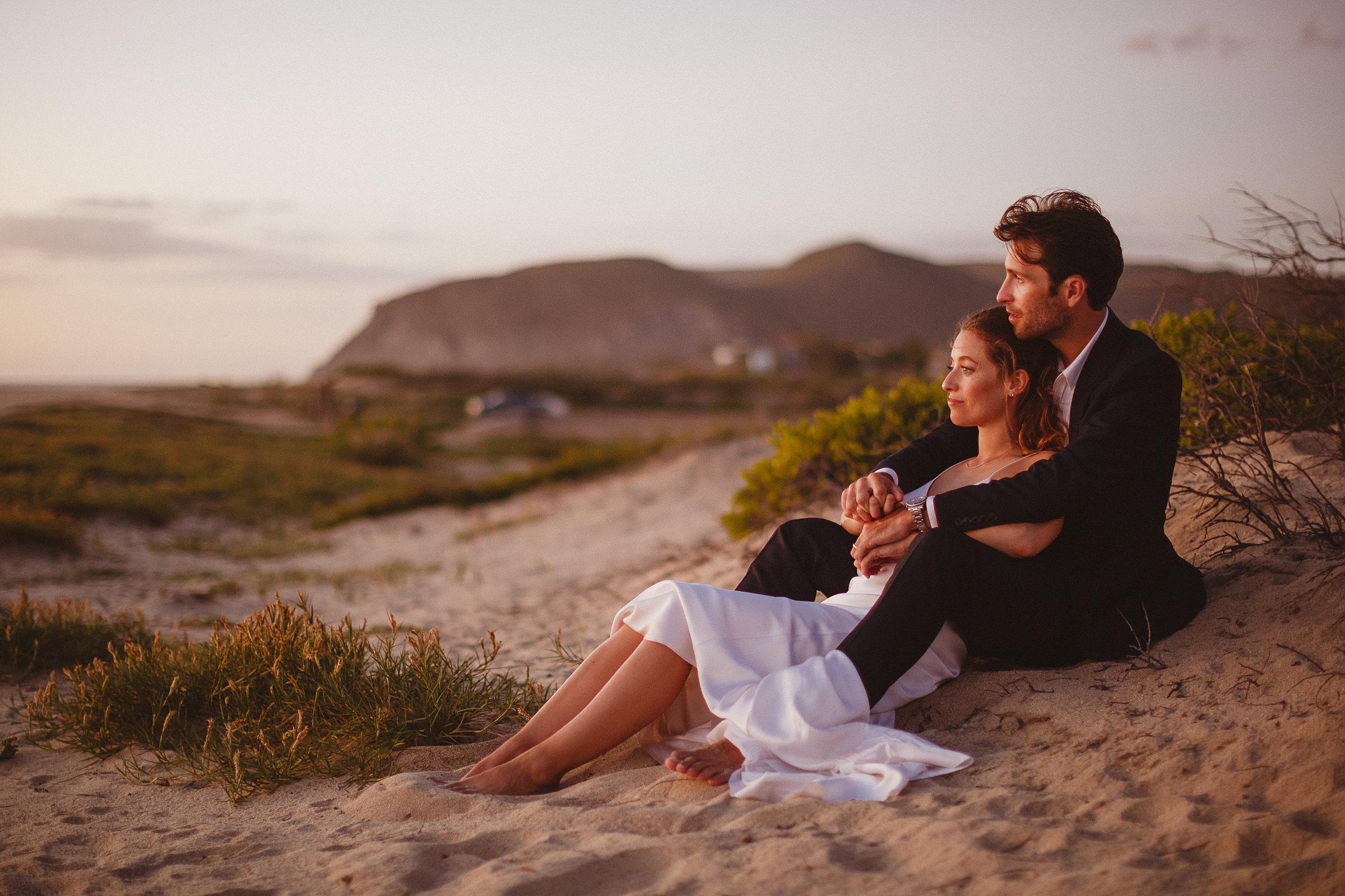 barefoot-couple-portrait-on-sand-dunes-ed-peers-photography