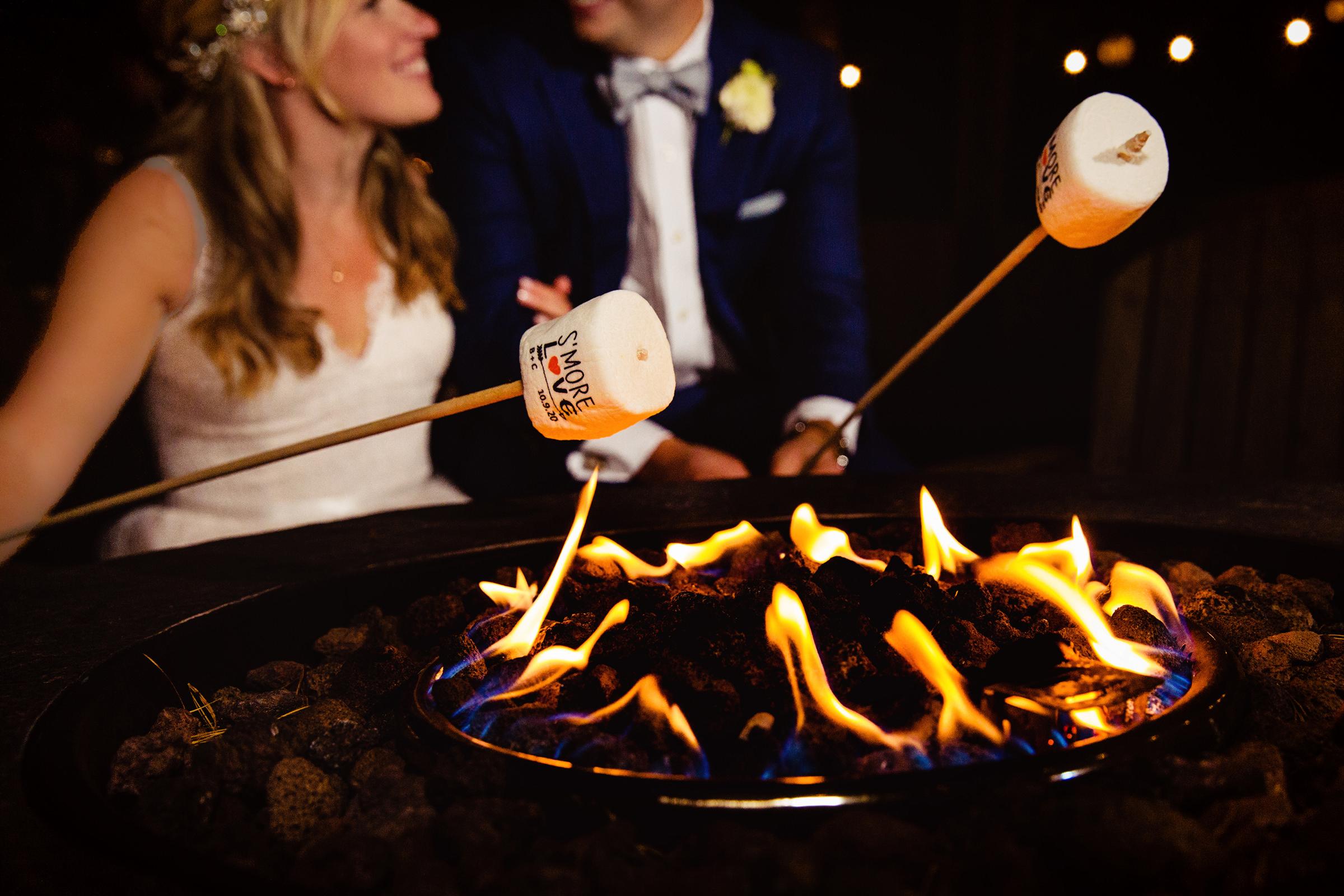 couple-roasting-marshmallows-rayan-anastor-photography