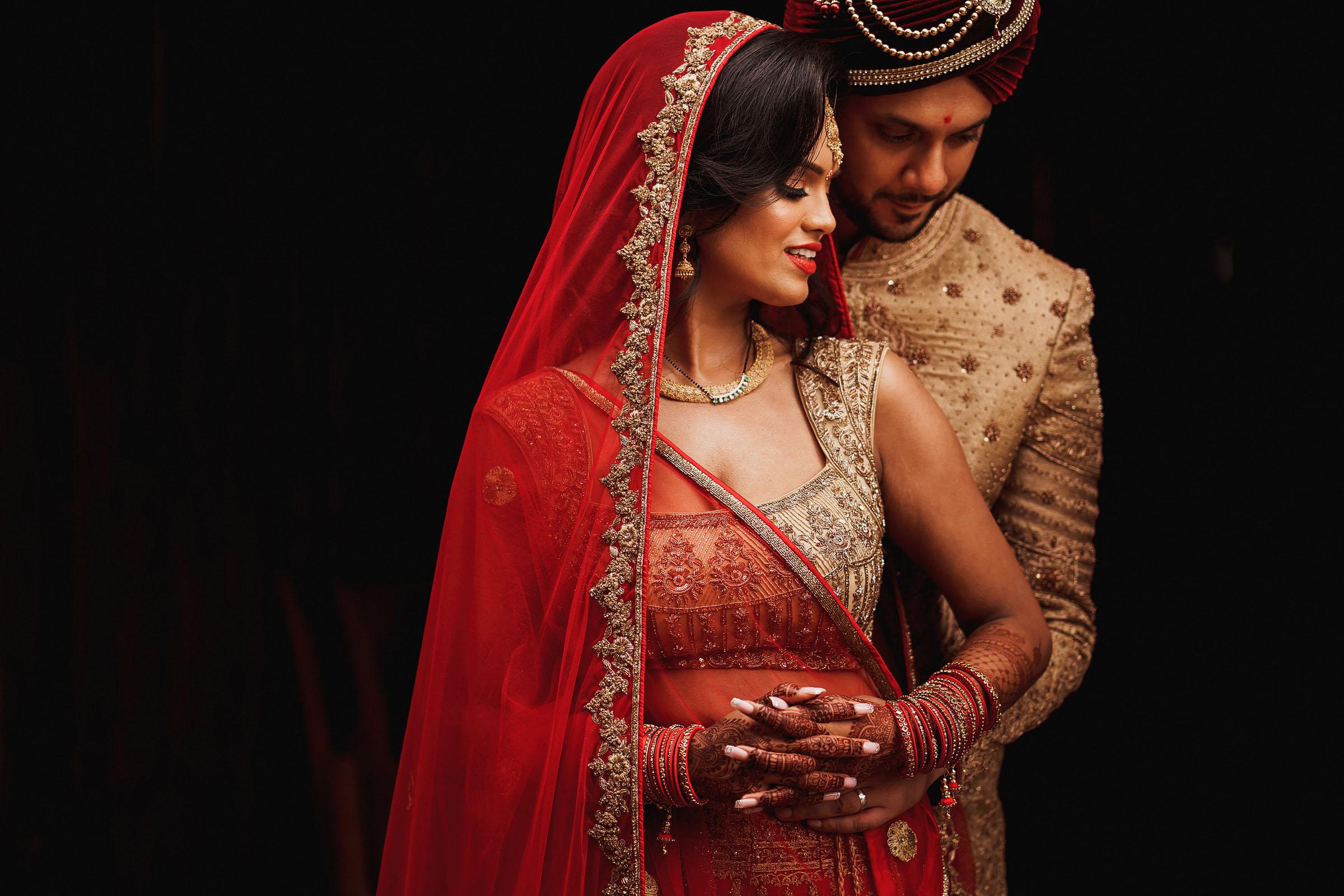 bride-in-chiffon-dress-with-gold-applique-bodice-elmarcorojo