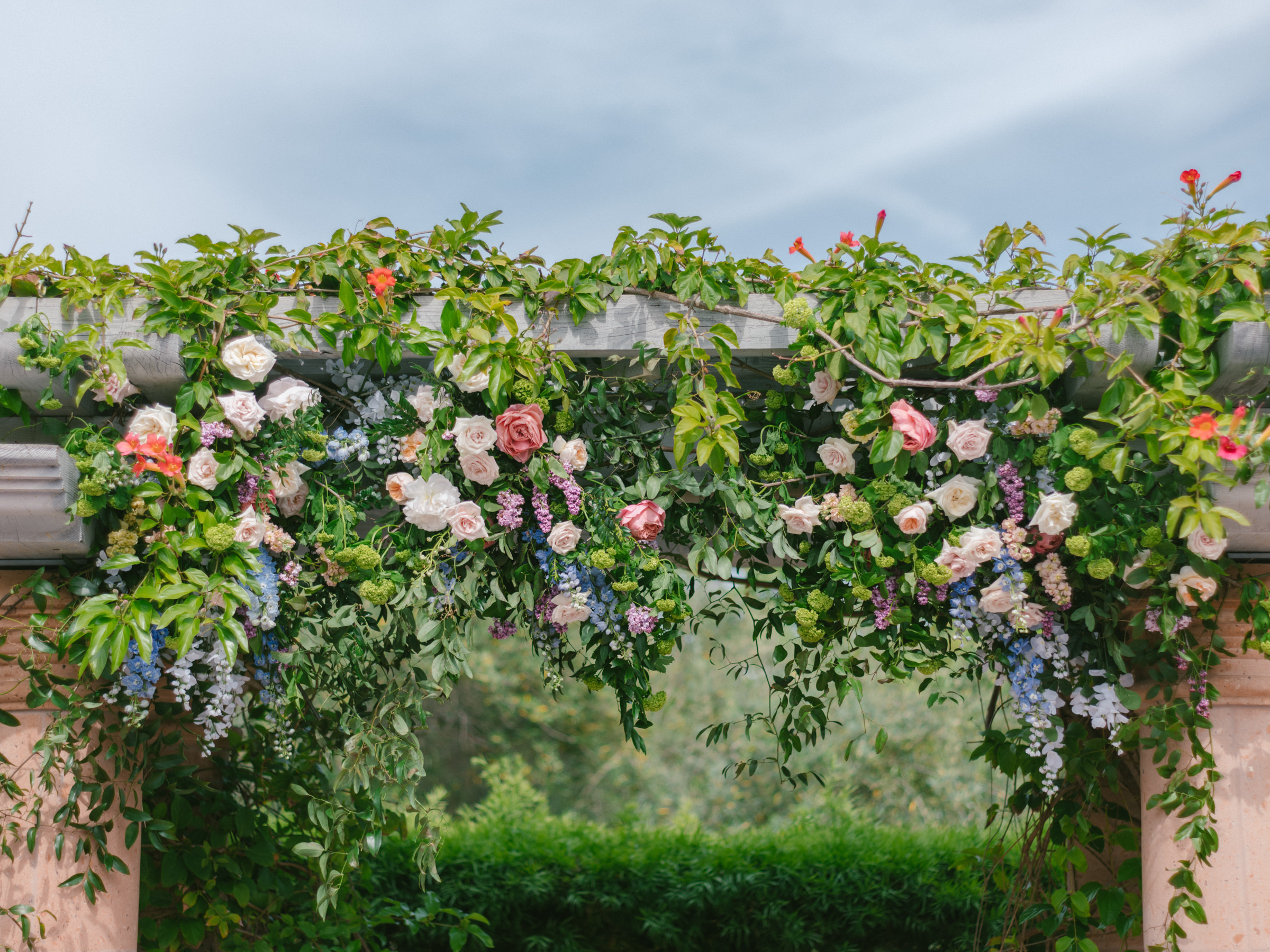 multicolor-rose-floral-wedding-arbor-amy-and-stuart-photography-los-angeles