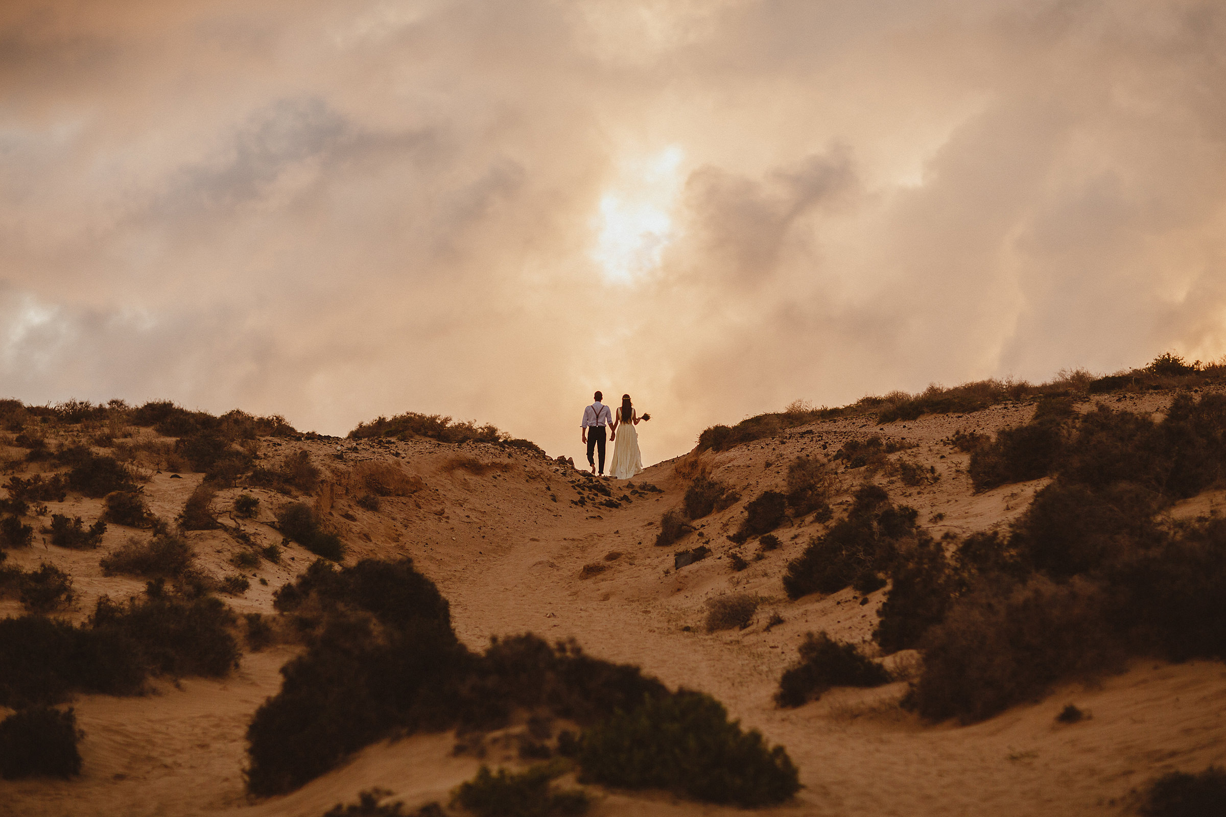 couple-at-lookout-on-dry-trail-ed-peers-photography