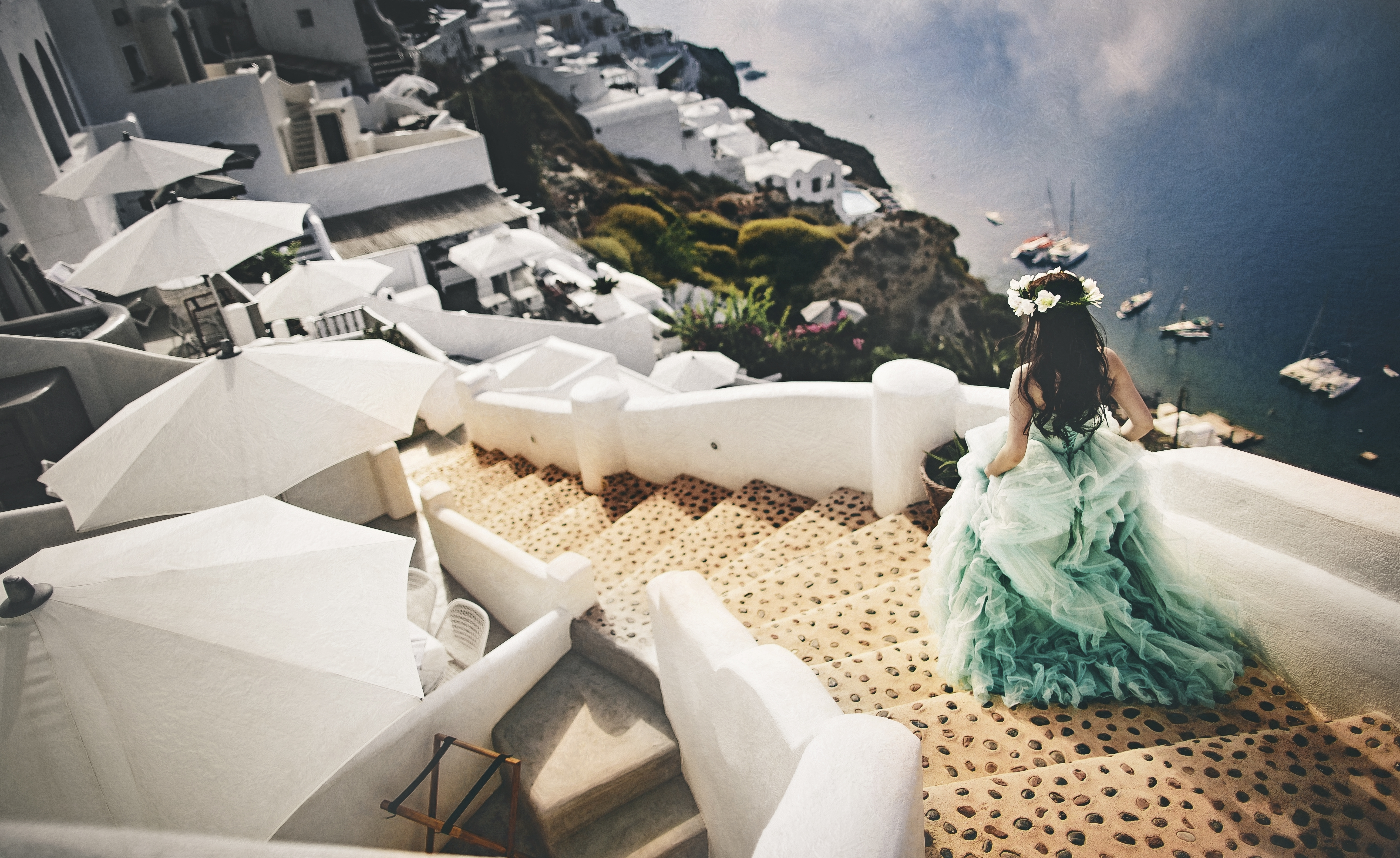 Bride makes her way to ceremony site in Santorini, Greece - photo by Edwin Tan