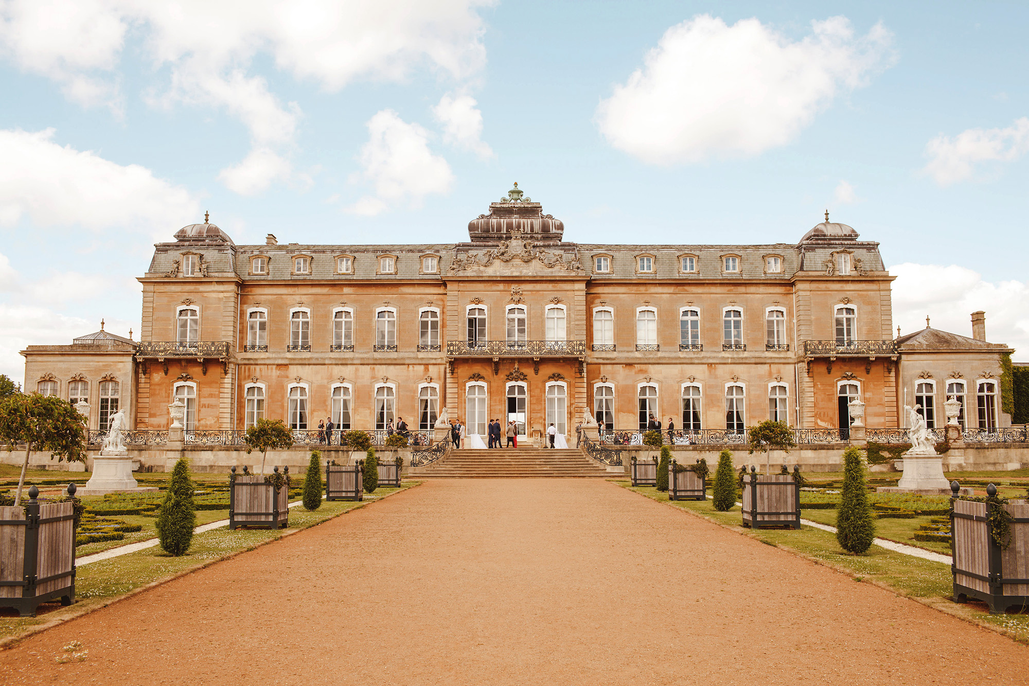 Wrest Park front entrance - Bedforshire England - photo by Motiejus