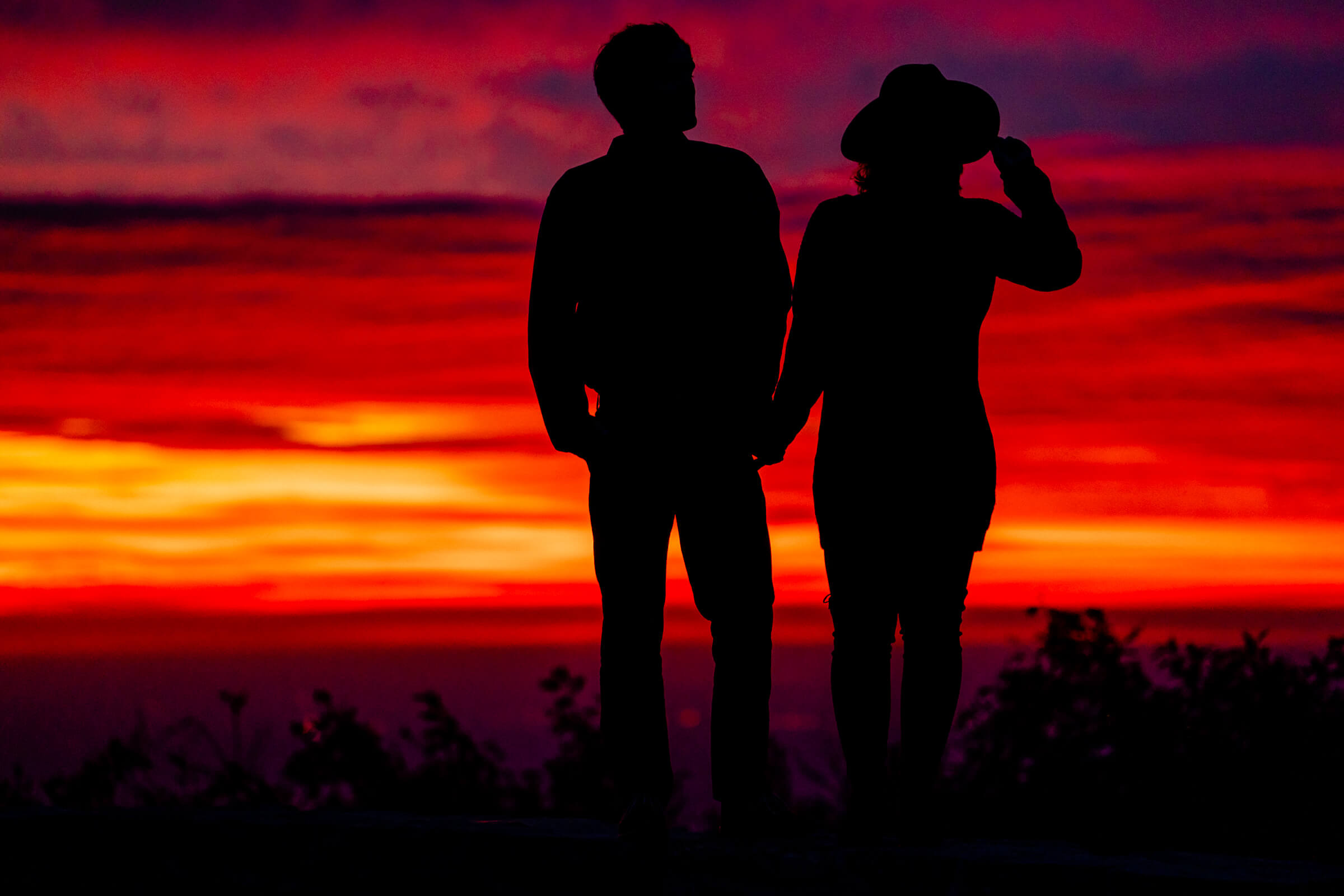 back-view-silhouette-couple-at-shenandoah-sunrise-bee-two-sweet