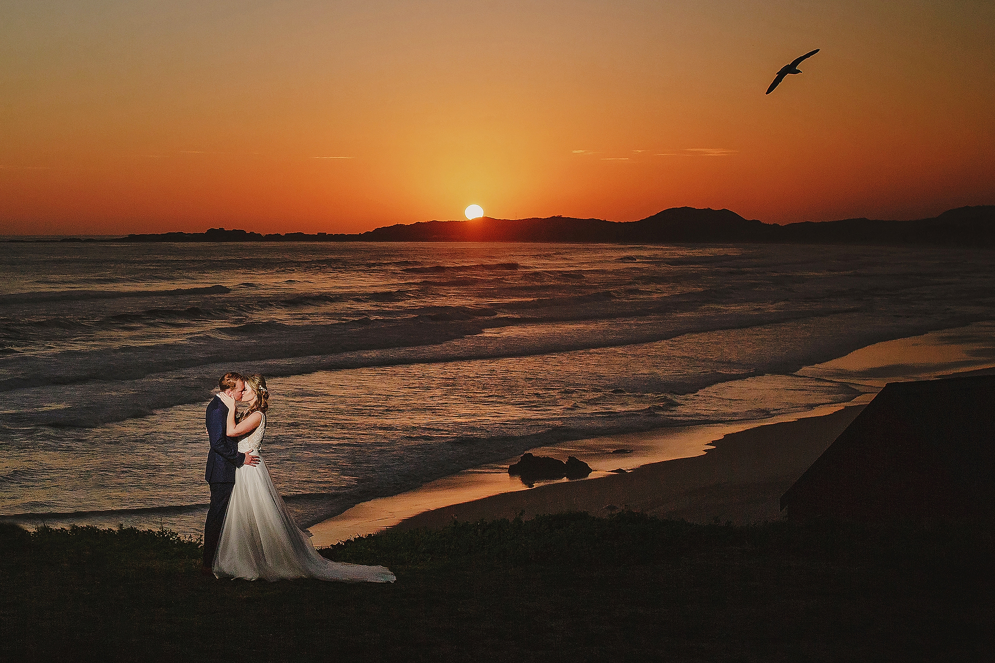 beach-kiss-as-the-sun-sets-ruan-redelinghuys-photography