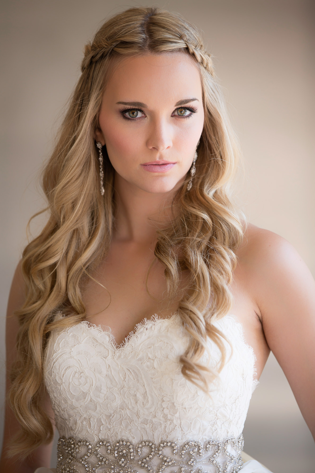 Blonde bride with soft pink lips and dramatic brown eyeliner - photo by Roberto Valenzuela - Los Angeles