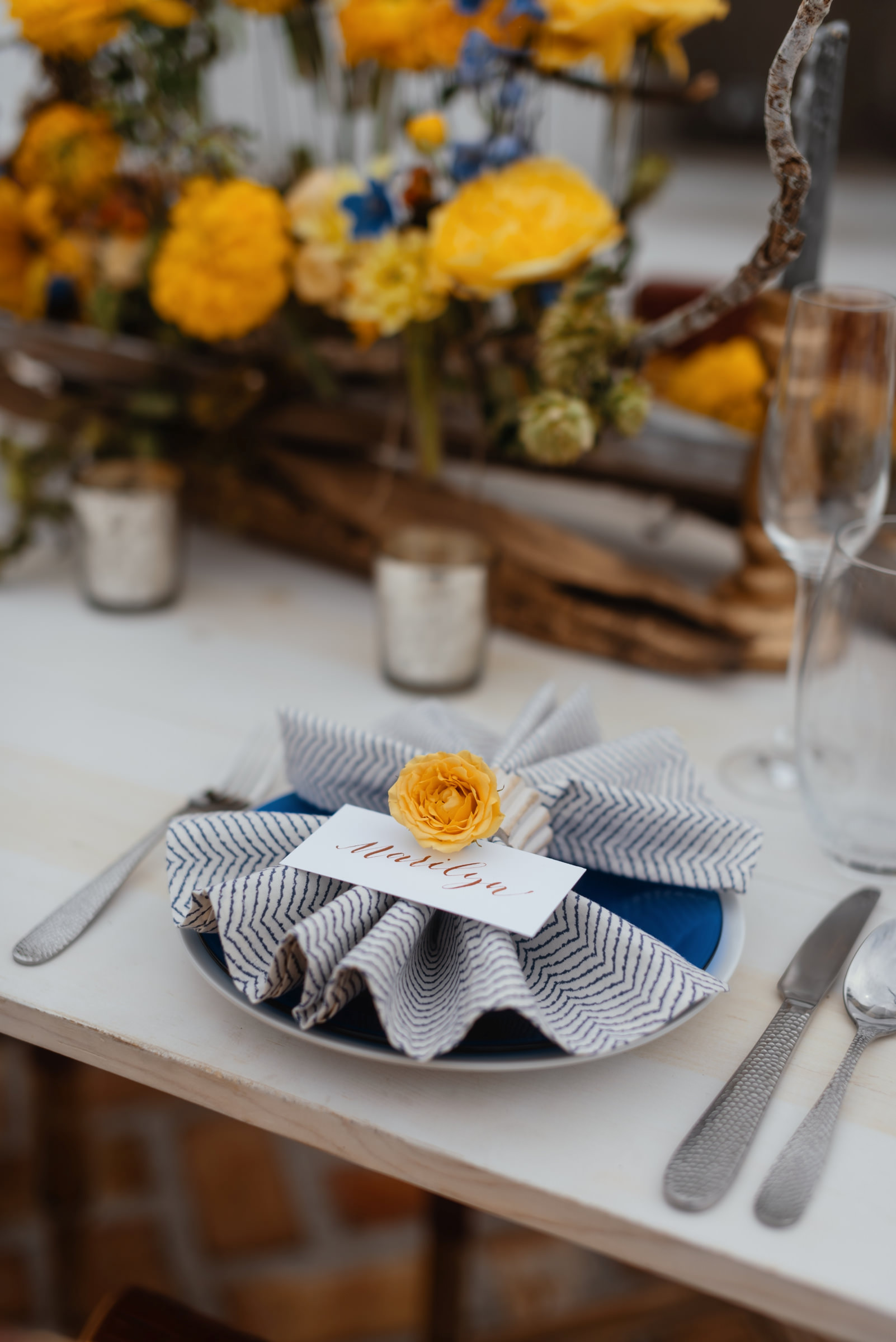 blue-white-and-yellow-reception-place-setting-photo-by-dark-roux