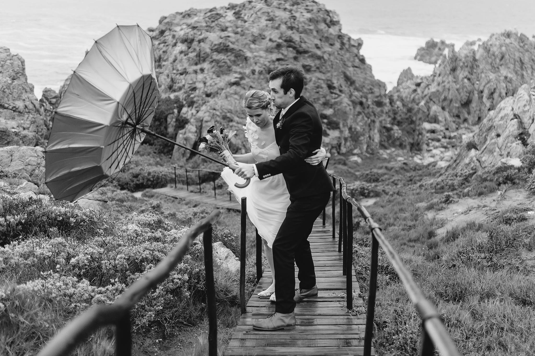 blustery-couple-boardwalk-ruan-redelinghuys-photography