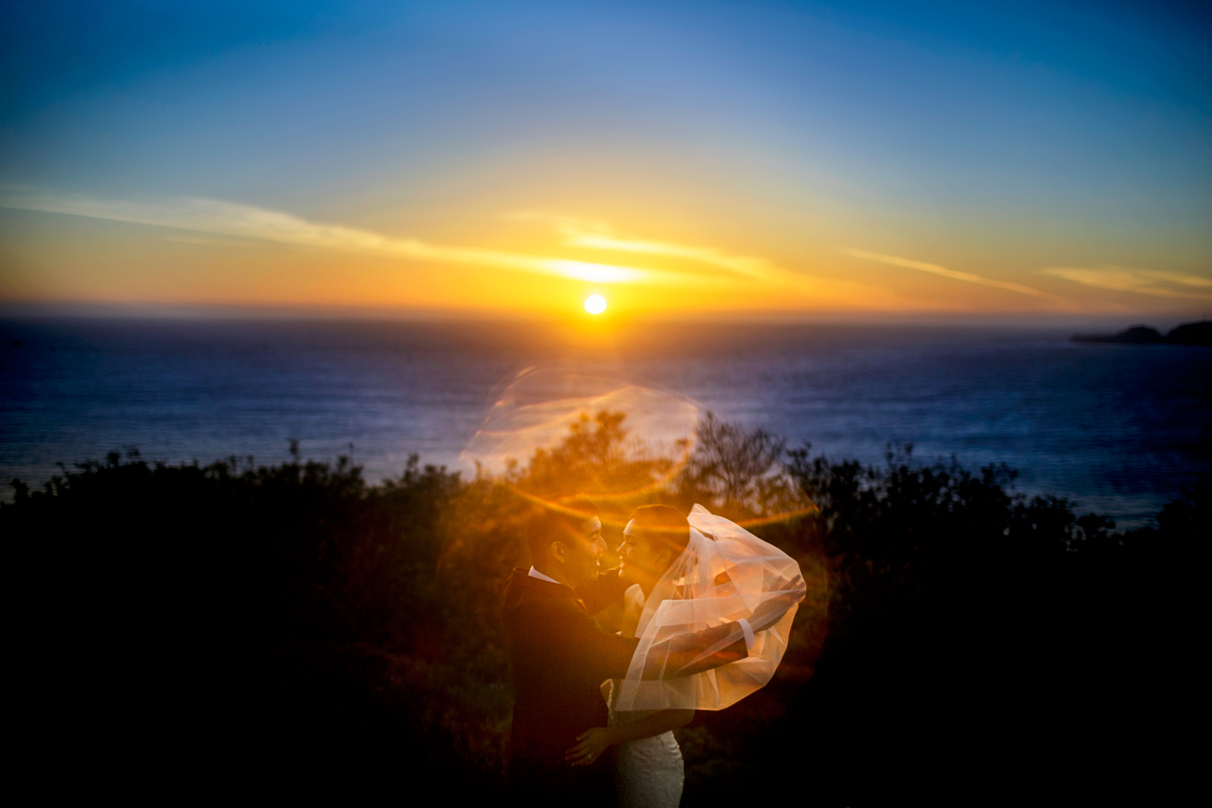 bride-and-groom-golden-hour-with-interesting-lens-flares-photo-by-chrisman-studios